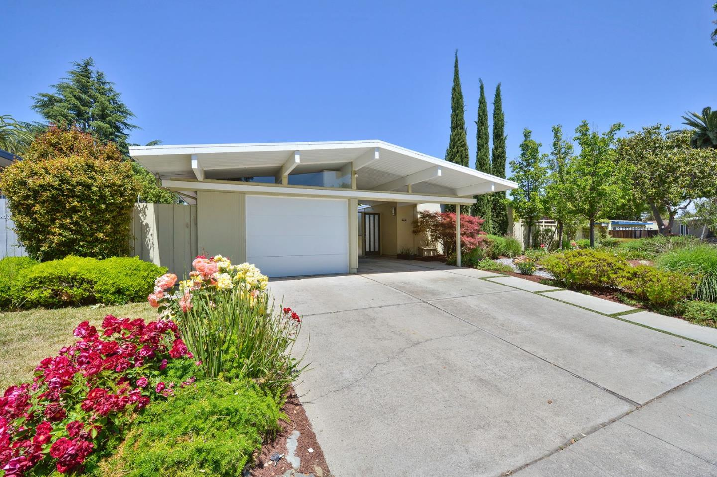 Detail Gallery Image 1 of 1 For 585 Templeton Dr, Sunnyvale, CA 94087 - 4 Beds | 2 Baths