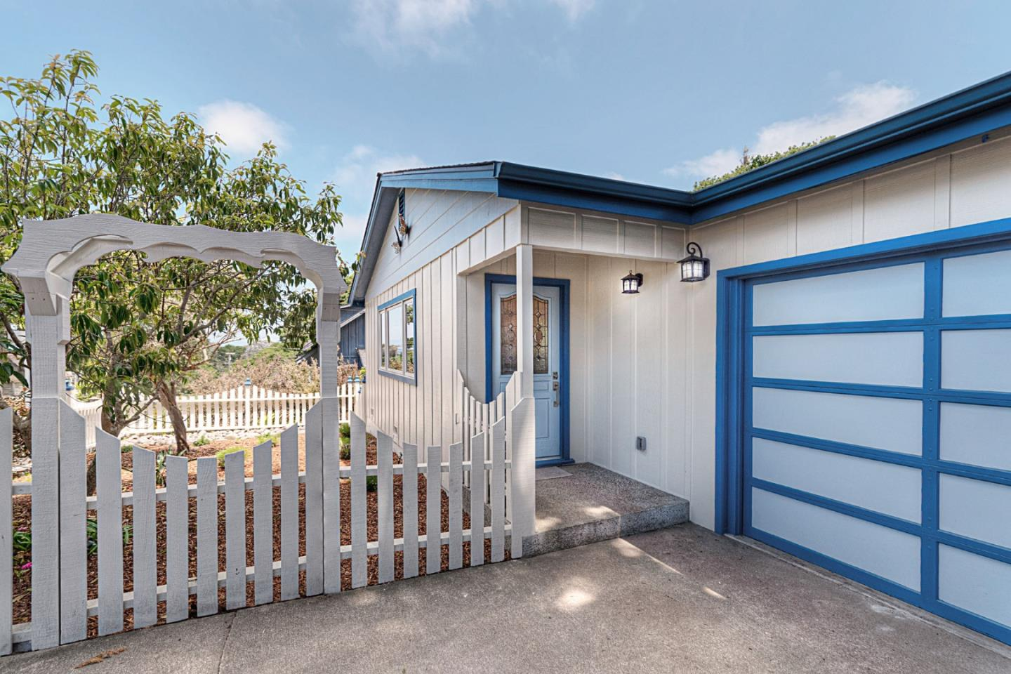 Detail Gallery Image 1 of 1 For 221 Alder St, Pacific Grove, CA 93950 - 2 Beds | 2 Baths