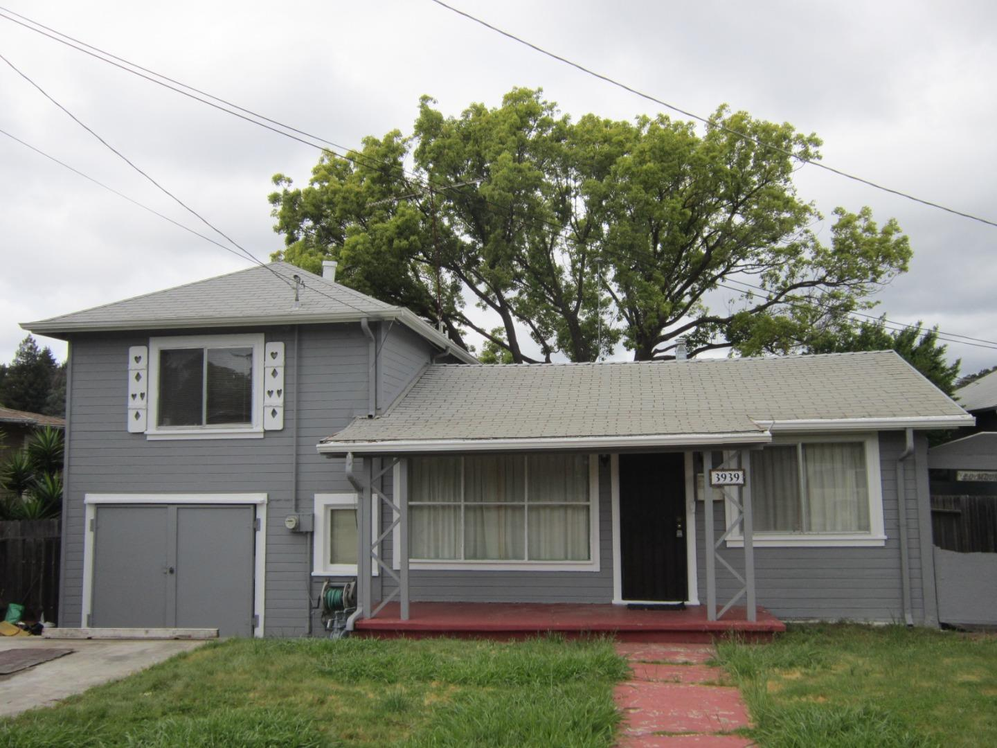 Photo of  3939 Edgemoor Place Oakland 94605