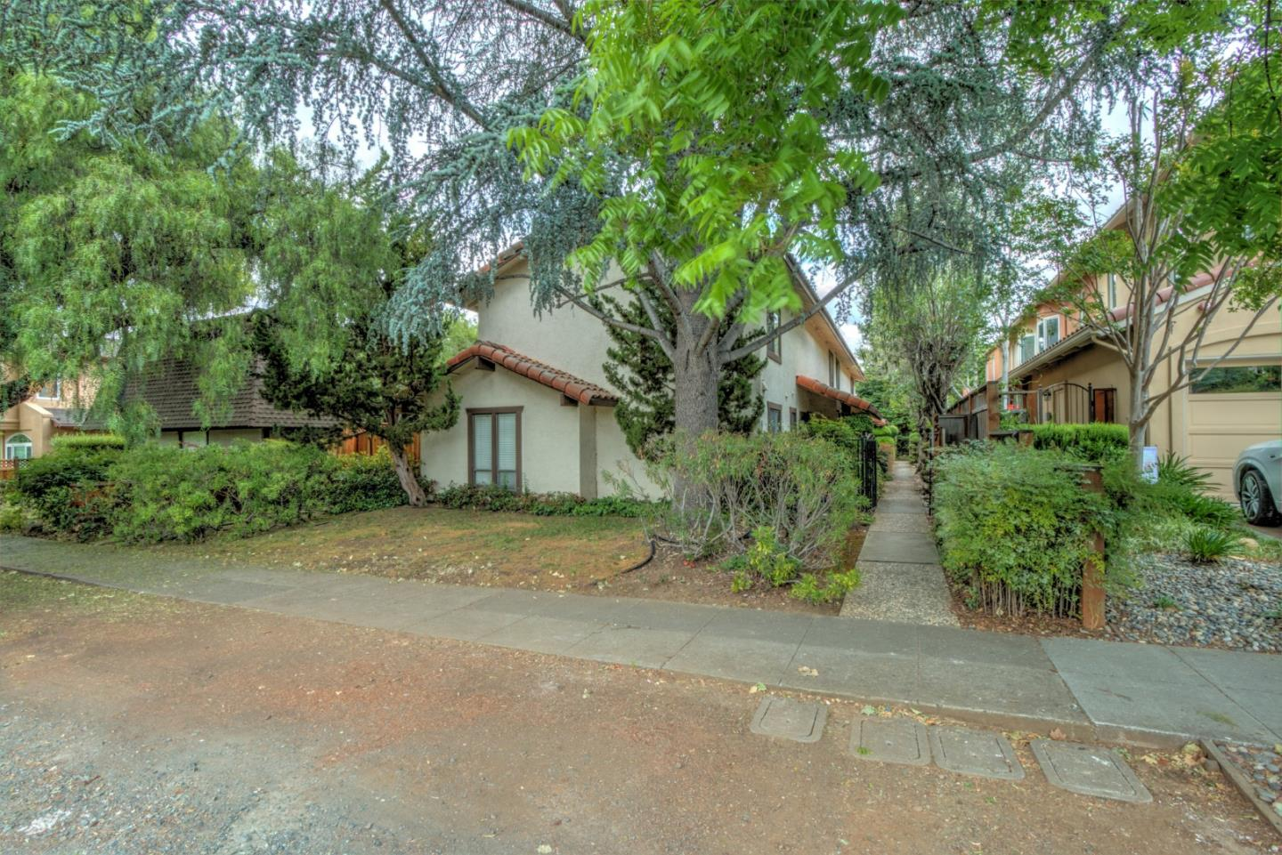 Detail Gallery Image 1 of 1 For 457 Tyndall St #2, Los Altos, CA, 94022 - 2 Beds | 1/1 Baths