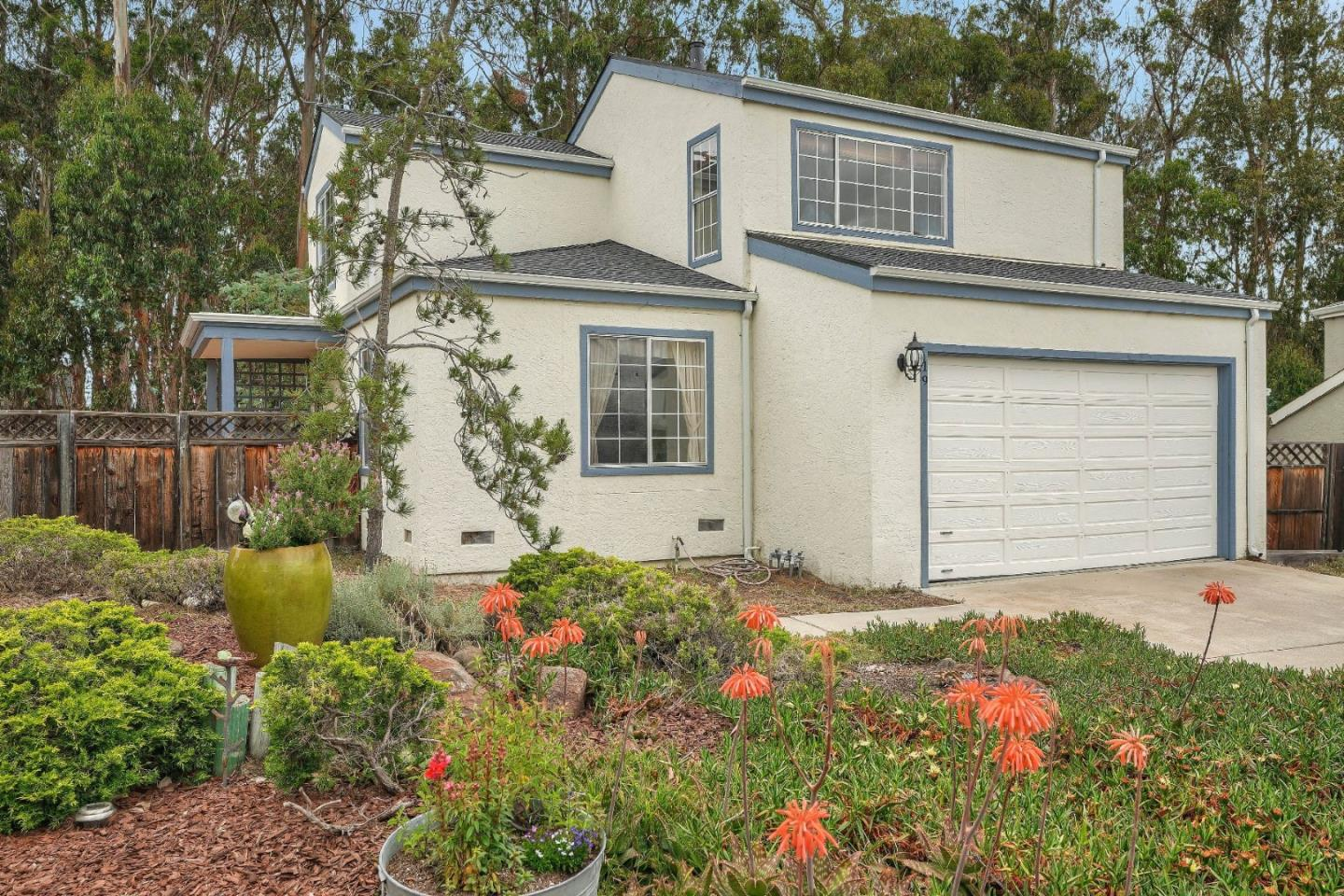Detail Gallery Image 1 of 1 For 19 Primrose Cir, Seaside, CA 93955 - 3 Beds | 2 Baths