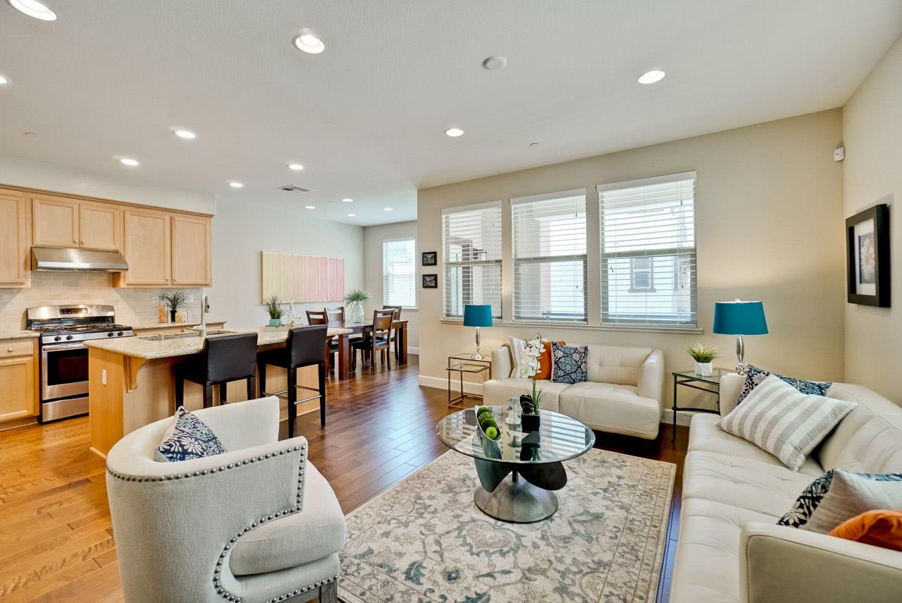 Detail Gallery Image 1 of 47 For 2921 Via Roma Pl #12, Santa Clara, CA, 95051 - 2 Beds | 2/1 Baths