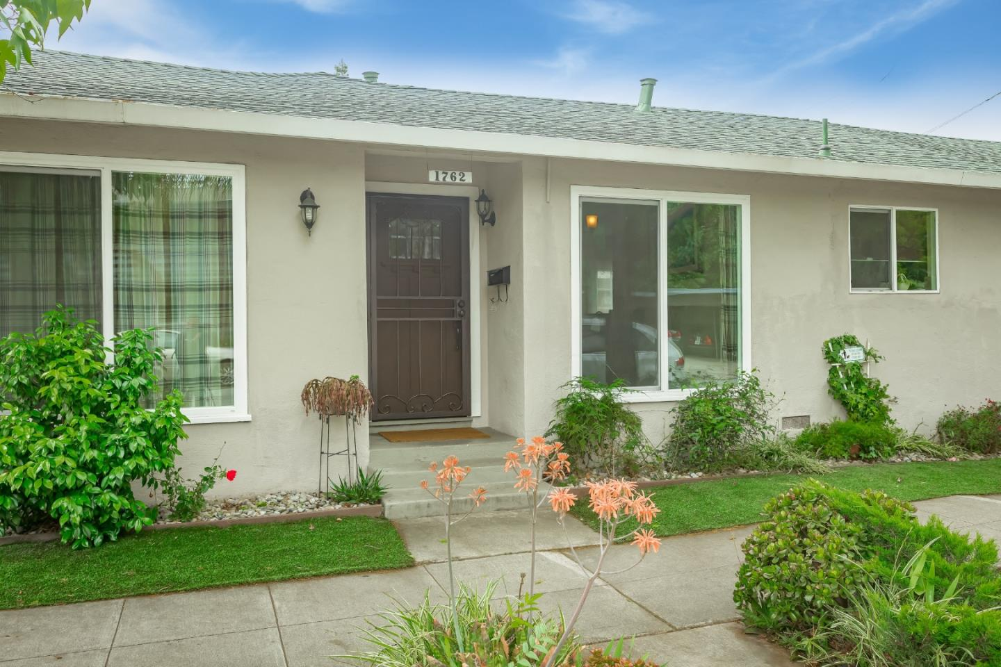 Detail Gallery Image 1 of 27 For 1762 Scott St, San Jose, CA, 95128 - 3 Beds | 2 Baths