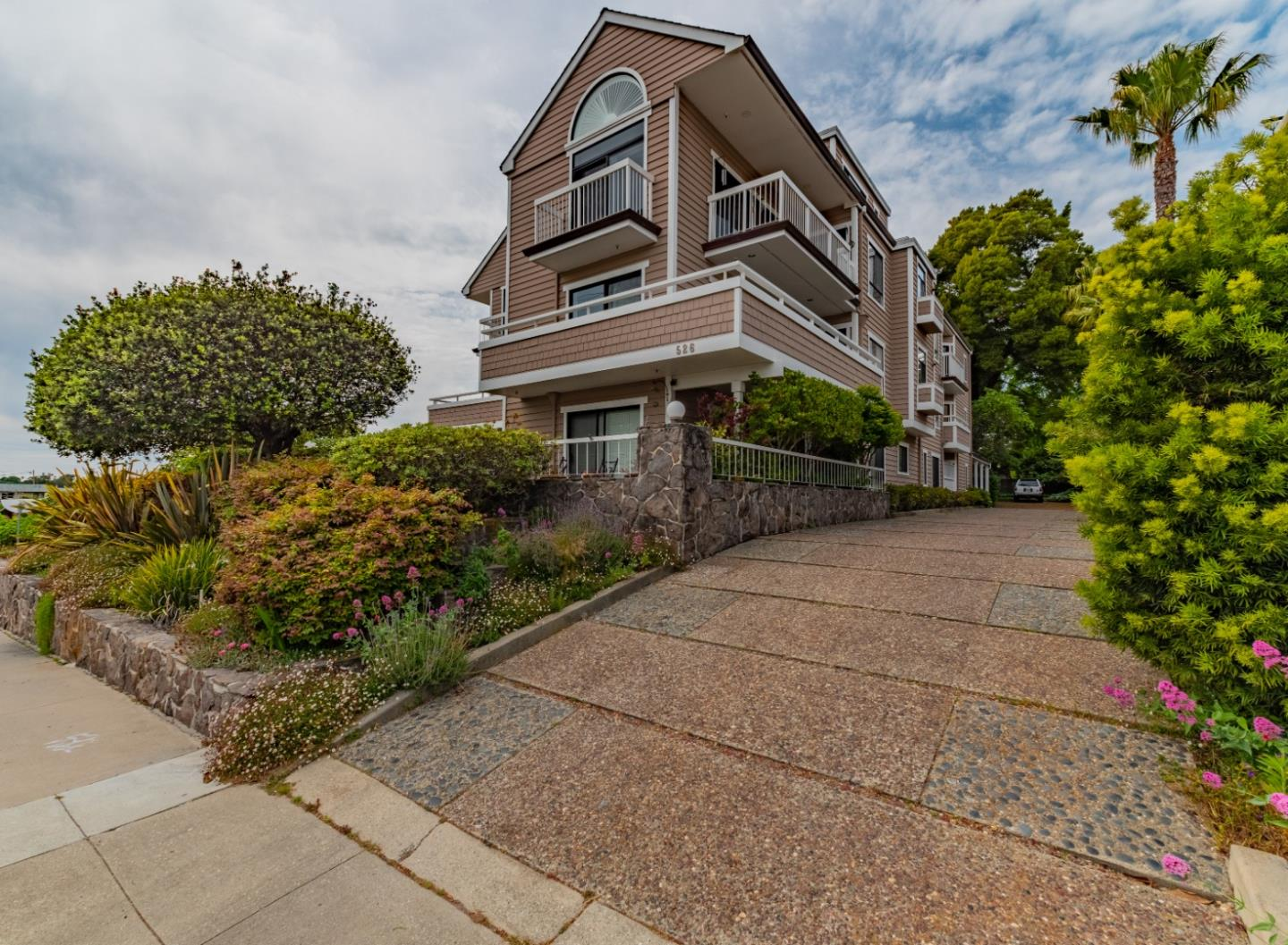Spacious Beach Hill condo with panoramic ocean views from every room! Check the surf at Cowells from your own private oasis. Extremely well maintained complex of only 10 units with two underground assigned spaces and spots for guests. Centrally located between the beach and downtown, this residence has wraparound balconies looking out on the Monterey Bay Marine Sanctuary. Walk to great dining downtown, the Santa Cruz Warriors arena, or just a stroll along West Cliff Drive.