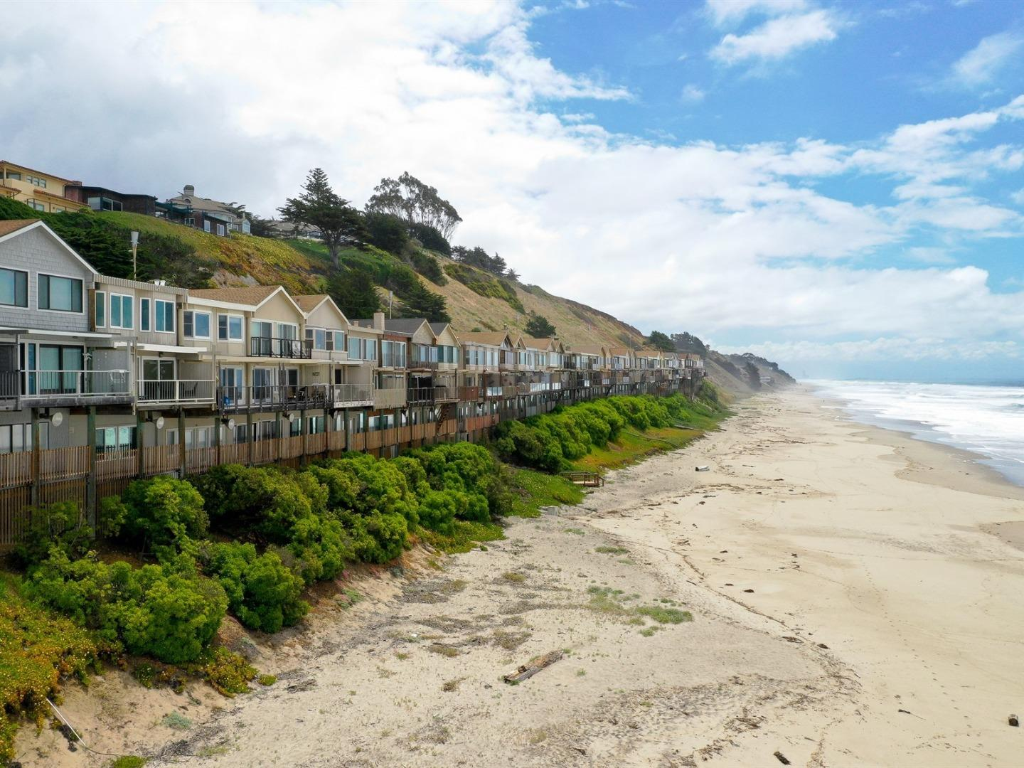 Detail Gallery Image 1 of 16 For 312 Oceanview Dr, La Selva Beach, CA, 95076 - 3 Beds | 2/1 Baths