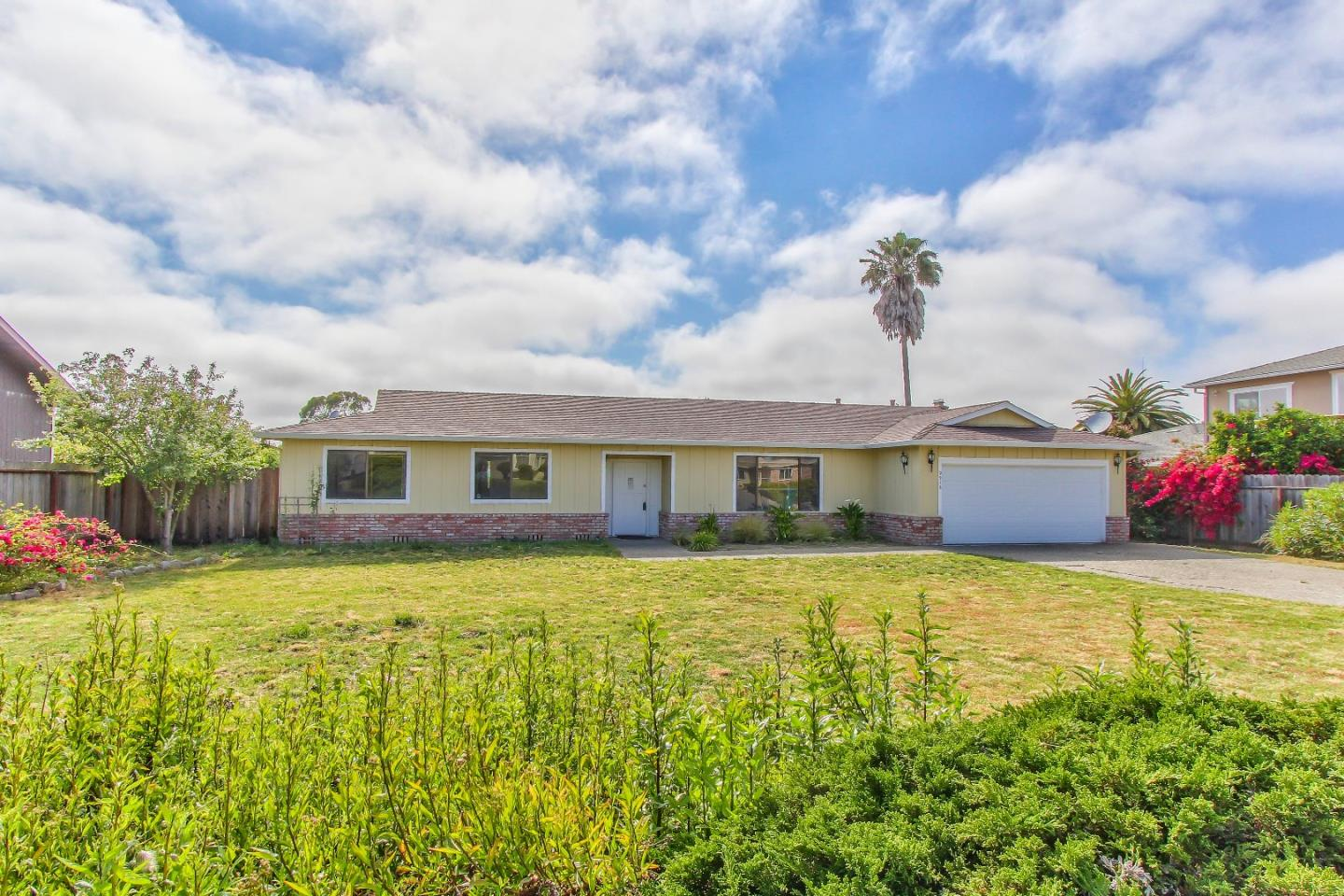 Detail Gallery Image 1 of 29 For 9912 Timothy Path, Salinas, CA, 93907 - 3 Beds | 2 Baths