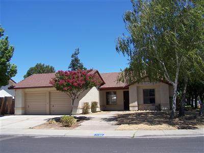 Detail Gallery Image 1 of 1 For 1132 May Ave, Manteca, CA 95336 - 3 Beds   2 Baths