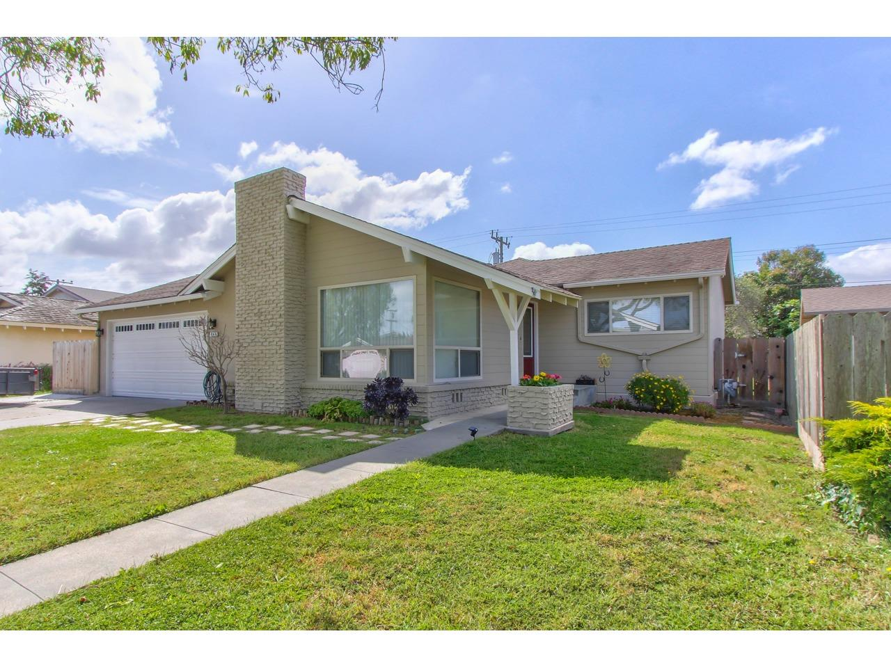 Detail Gallery Image 1 of 1 For 945 San Simeon Dr, Salinas,  CA 93901 - 3 Beds | 2 Baths