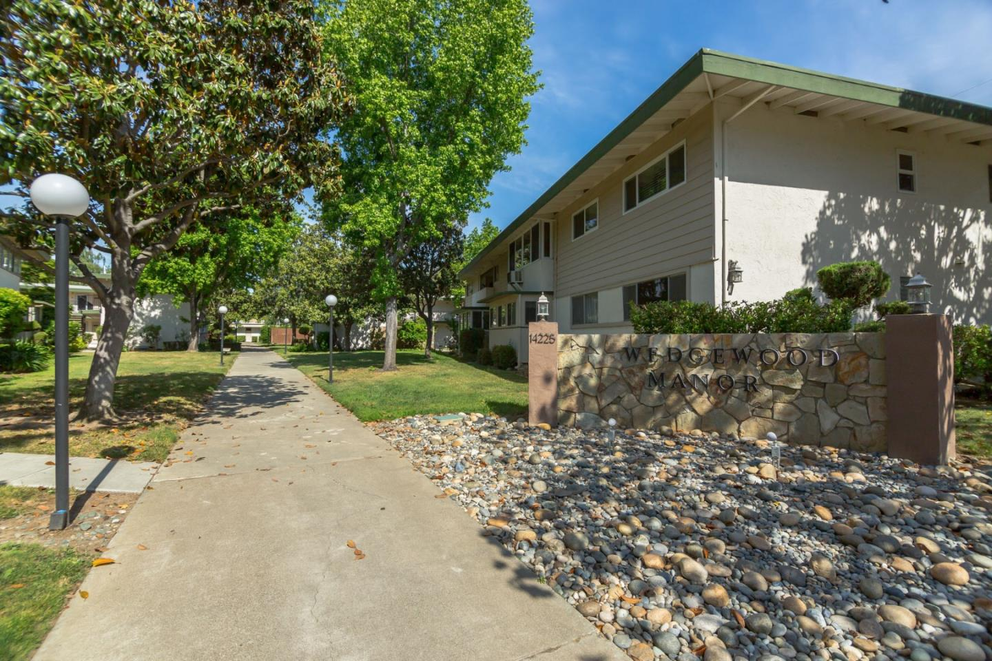 Detail Gallery Image 1 of 17 For 14225 Lora Dr #85, Los Gatos, CA 95032 - 2 Beds | 2 Baths