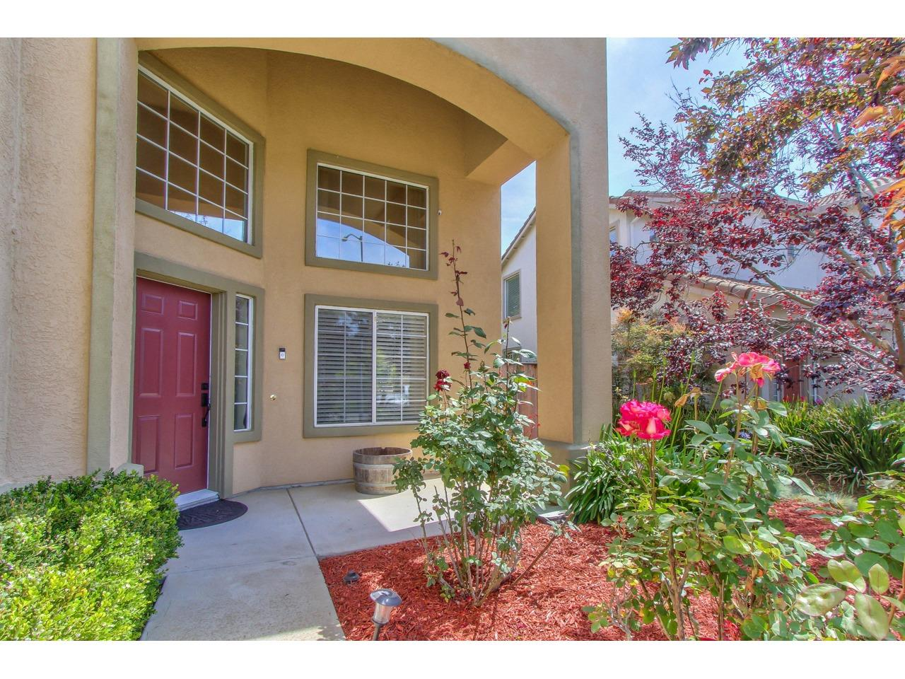 Detail Gallery Image 1 of 1 For 1043 Longfellow Dr, Salinas, CA 93906 - 4 Beds | 3 Baths