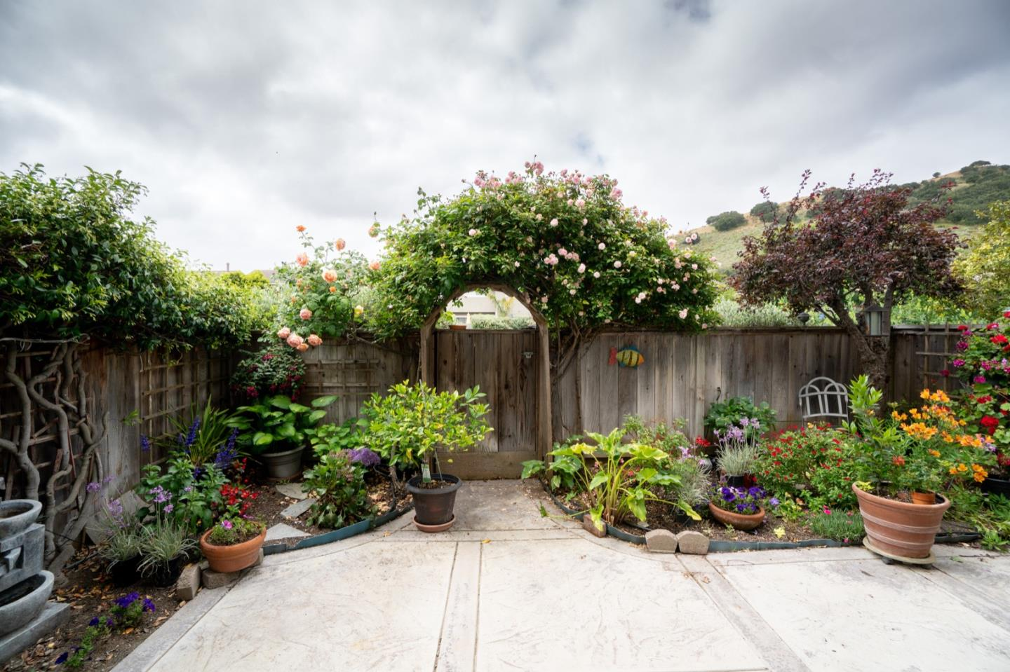 Detail Gallery Image 1 of 1 For 19102 Creekside Pl, Salinas,  CA 93908 - 3 Beds | 2 Baths