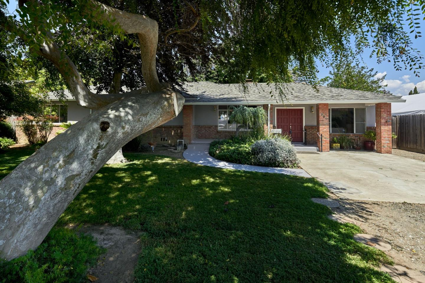 Detail Gallery Image 1 of 1 For 720 N 21st St, San Jose, CA 95112 - 3 Beds   2 Baths