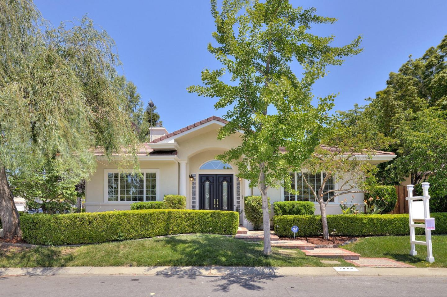 Detail Gallery Image 1 of 20 For 1849 Grant Park Ln, Los Altos, CA, 94024 - 4 Beds | 3/1 Baths