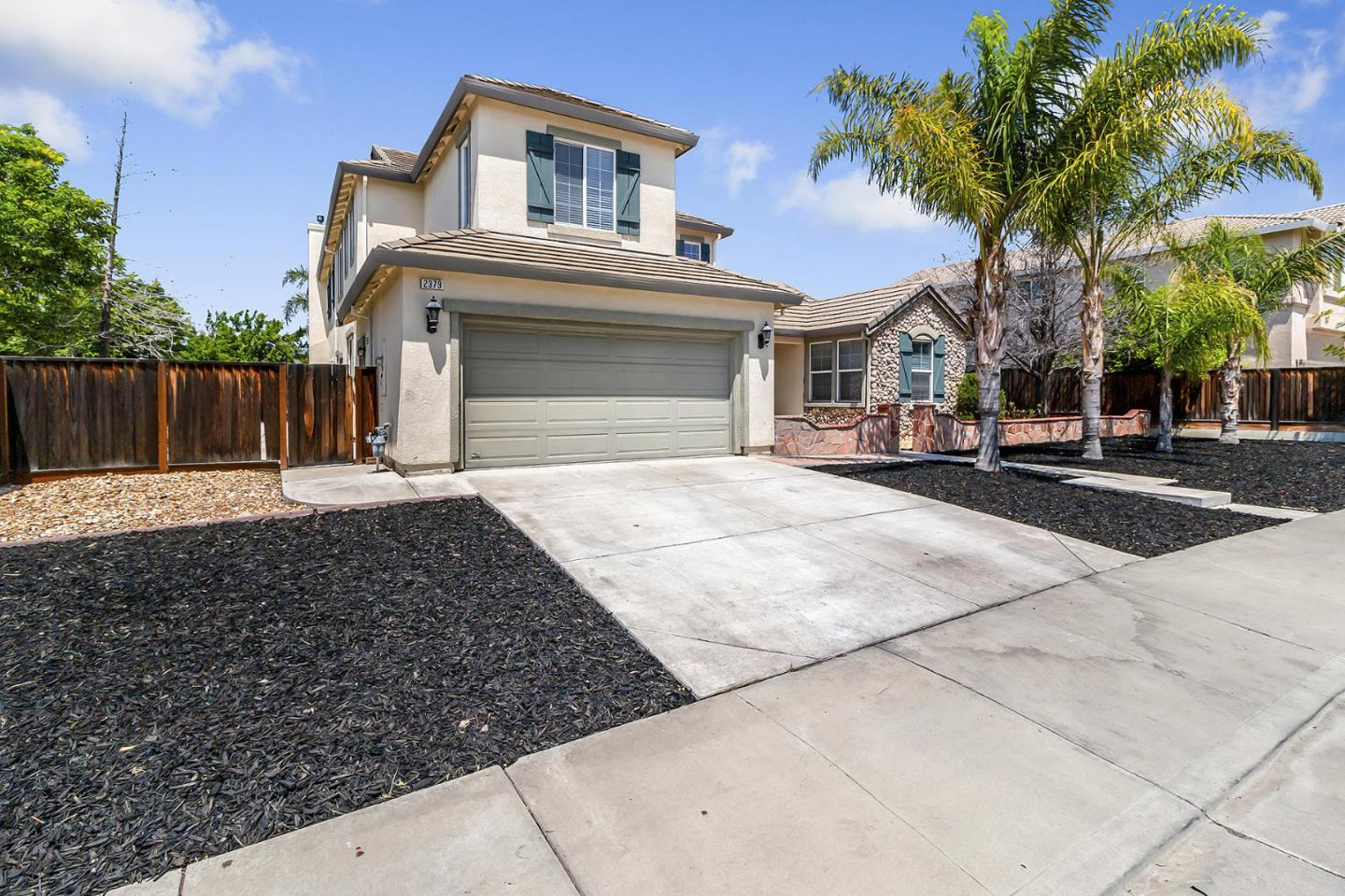 Detail Gallery Image 1 of 32 For 2379 Ogden Sannazor Ct, Tracy, CA 95377 - 5 Beds | 4 Baths
