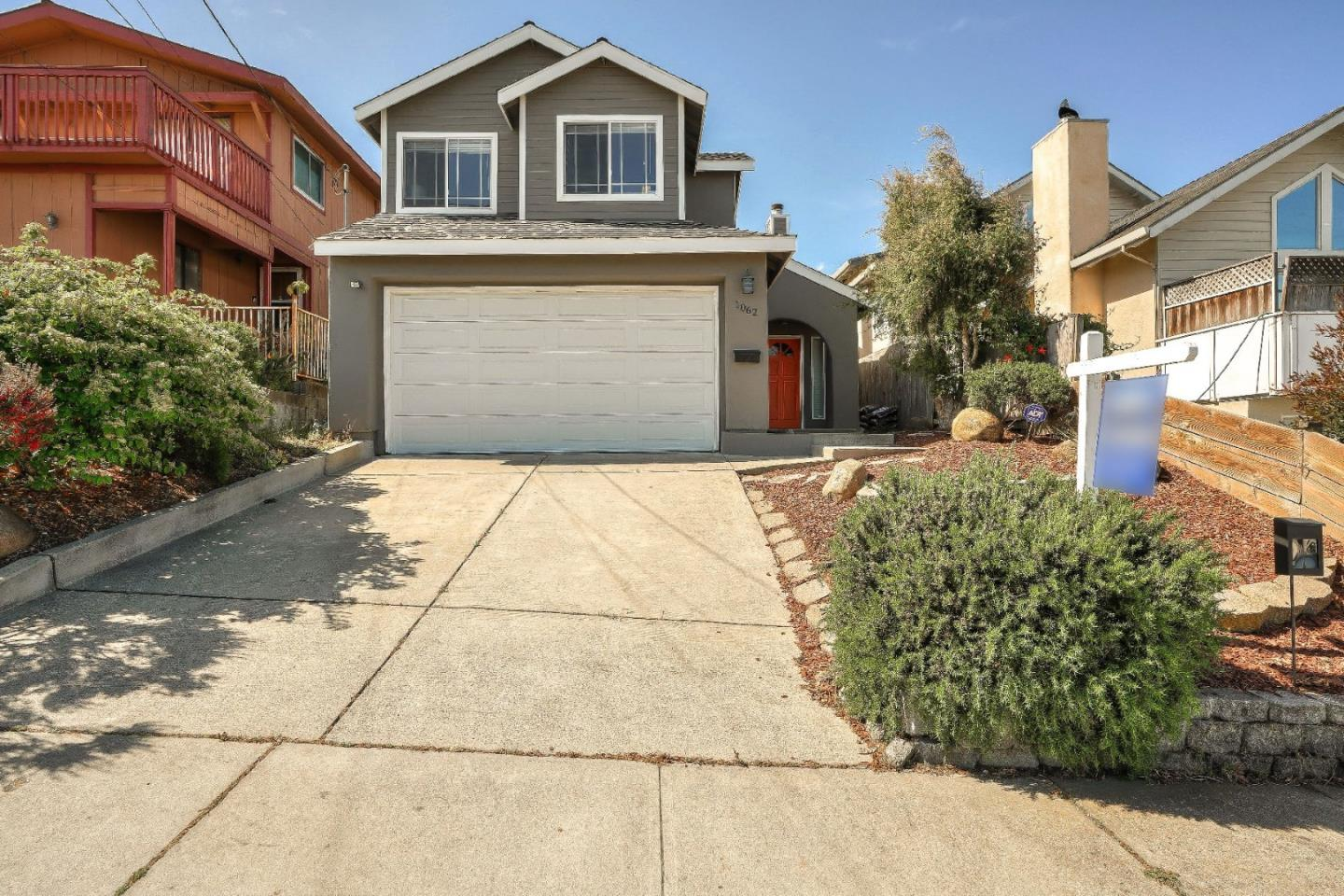 Detail Gallery Image 1 of 1 For 1062 Amador Ave, Seaside, CA 93955 - 3 Beds | 2/1 Baths