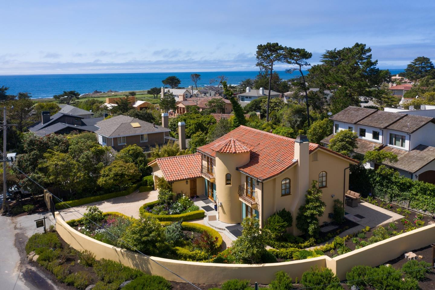 Detail Gallery Image 1 of 24 For 1007 Ocean Rd, Pebble Beach, CA, 93953 - 4 Beds | 3 Baths