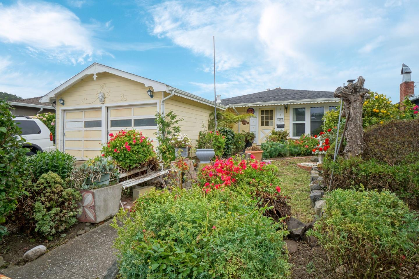 Detail Gallery Image 1 of 1 For 1267 Escalero Ave, Pacifica, CA 94044 - 3 Beds | 1 Baths