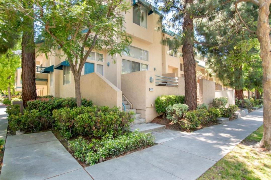 Detail Gallery Image 1 of 1 For 410 Galleria Dr #14, San Jose, CA 95134 - 3 Beds | 2/1 Baths
