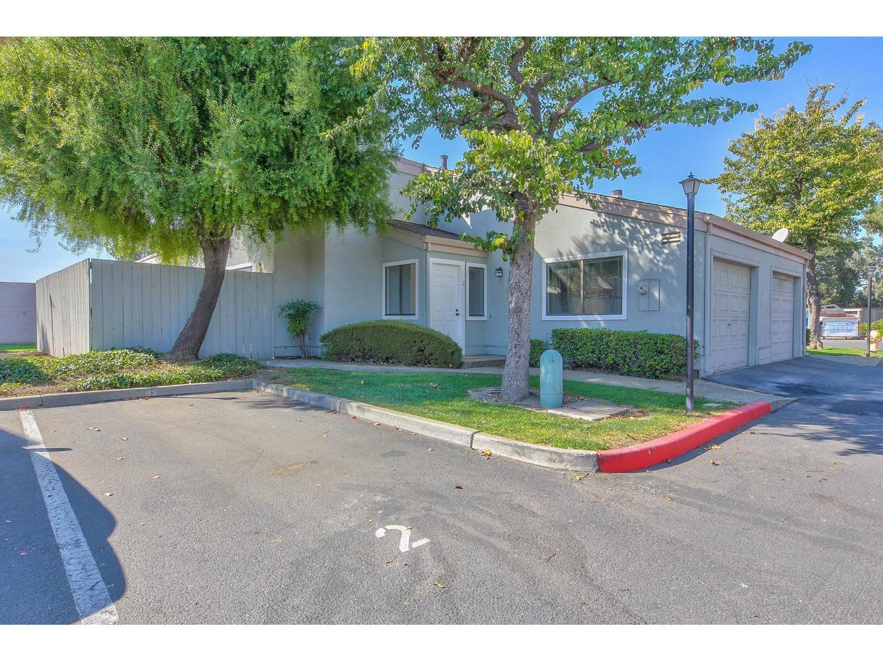 Detail Gallery Image 1 of 7 For 1021 Polk St #2, Salinas, CA, 93906 - 2 Beds | 1 Baths