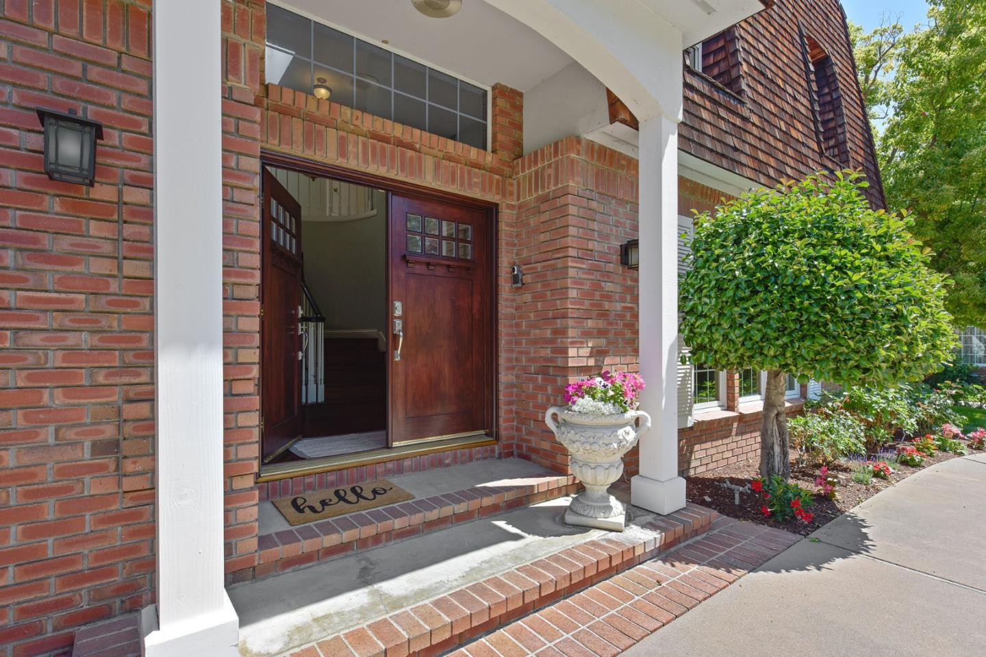 Detail Gallery Image 1 of 1 For 1393 Grant Ct, Los Altos, CA 94024 - 4 Beds   3 Baths
