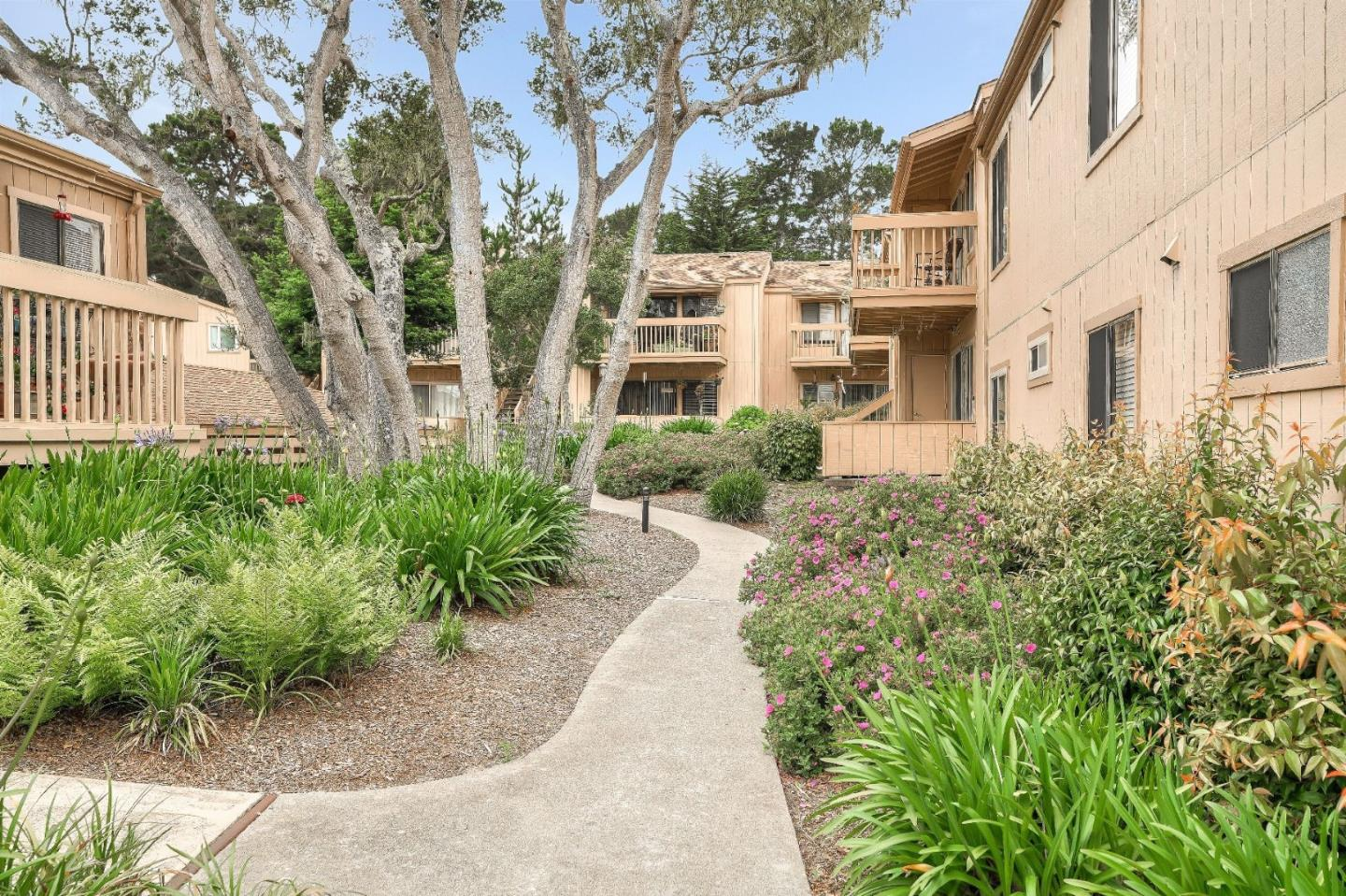 Detail Gallery Image 1 of 1 For 300 Glenwood Cir #307, Monterey, CA 93940 - 1 Beds | 1 Baths