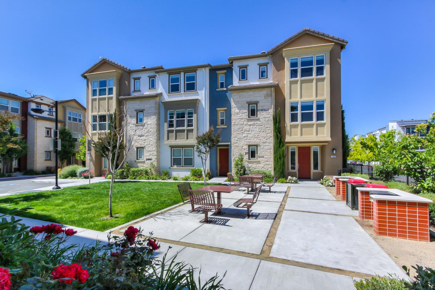 Detail Gallery Image 1 of 32 For 1580 Bleecker St, Milpitas, CA, 95035 - 2 Beds | 2/1 Baths