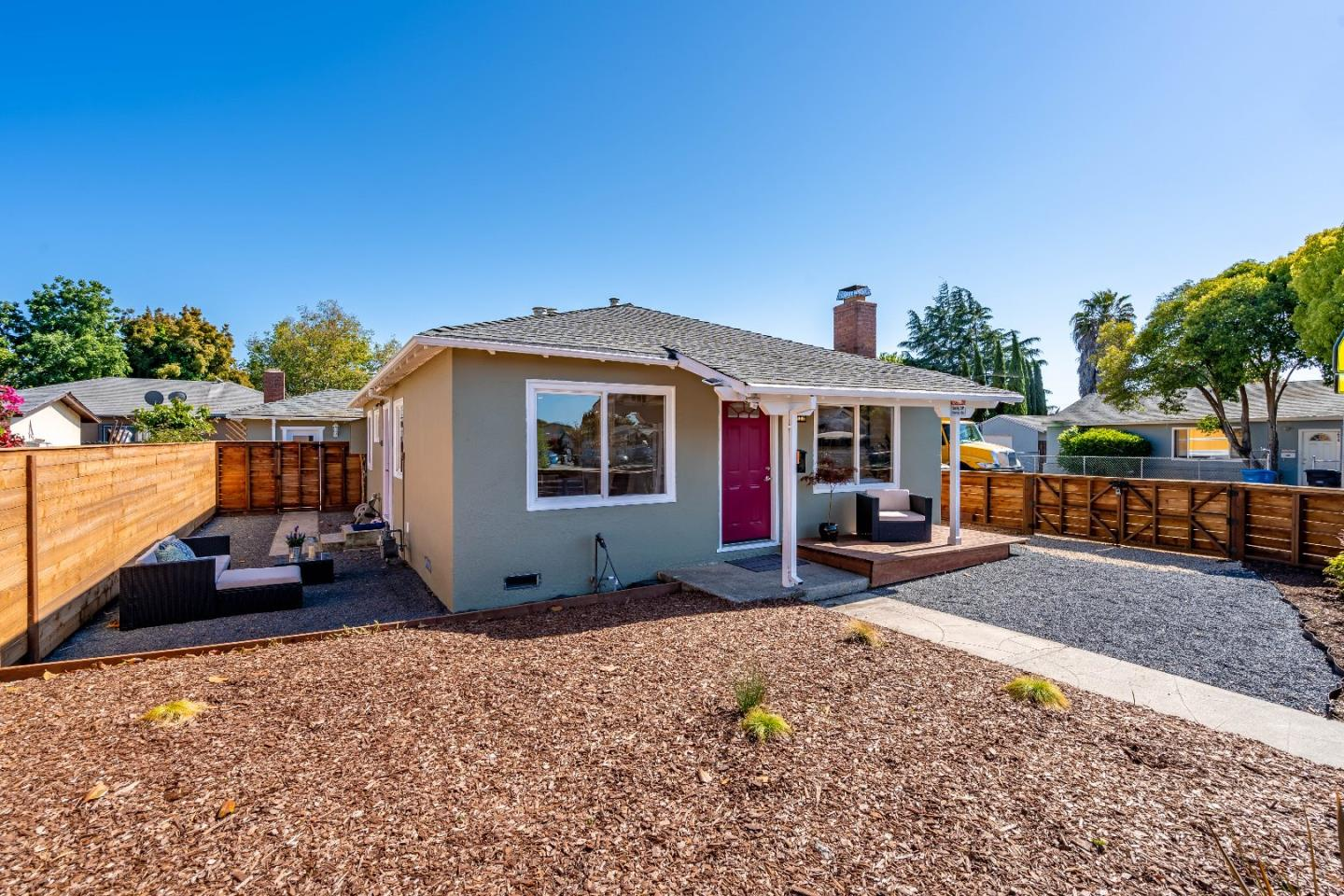 Detail Gallery Image 1 of 32 For 1100 Garden St, East Palo Alto, CA, 94303 - 3 Beds | 1 Baths