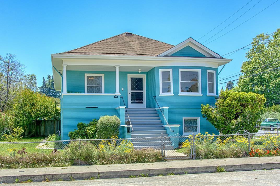 Detail Gallery Image 1 of 1 For 331 Van Ness Ave, Santa Cruz, CA 95060 - 3 Beds | 1/1 Baths