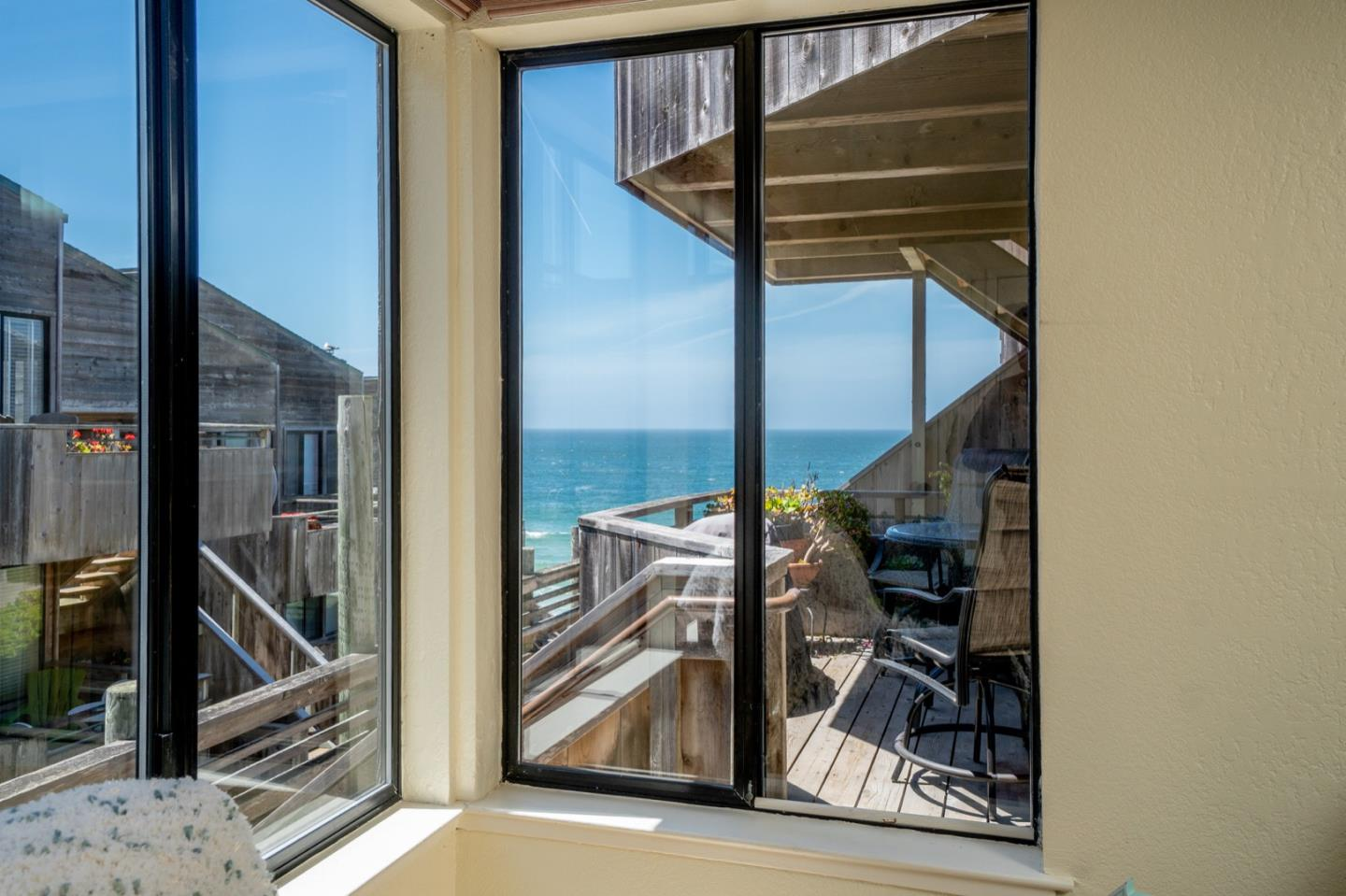 Detail Gallery Image 1 of 1 For 1 Surf Way #111, Monterey, CA 93940 - 1 Beds | 1 Baths