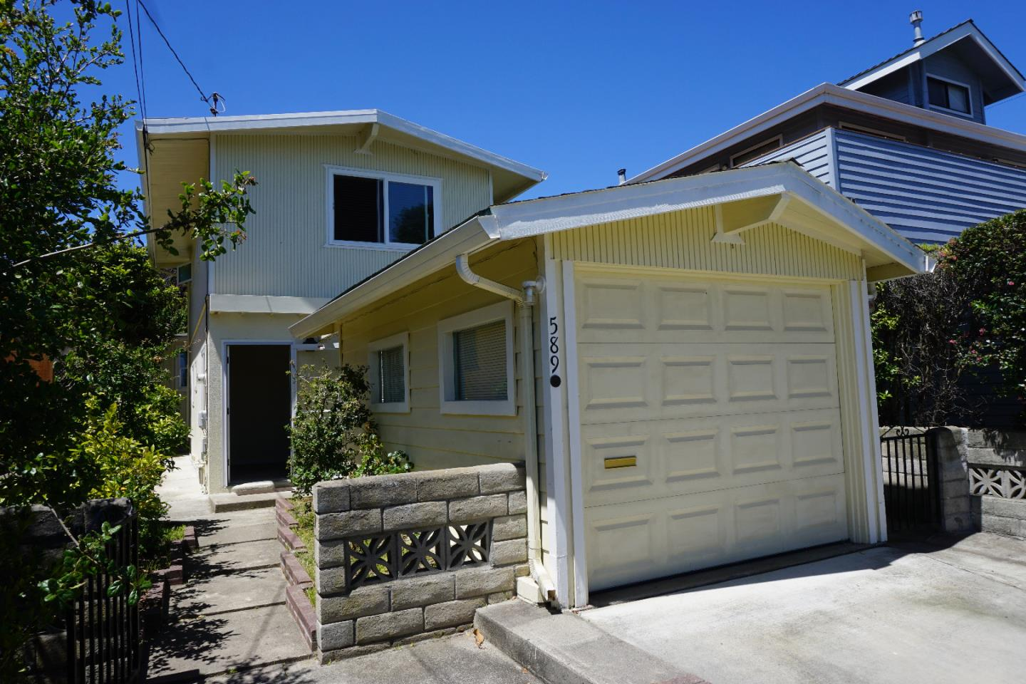 Detail Gallery Image 1 of 1 For 589 Newton St, Monterey,  CA 93940 - 2 Beds | 1/1 Baths