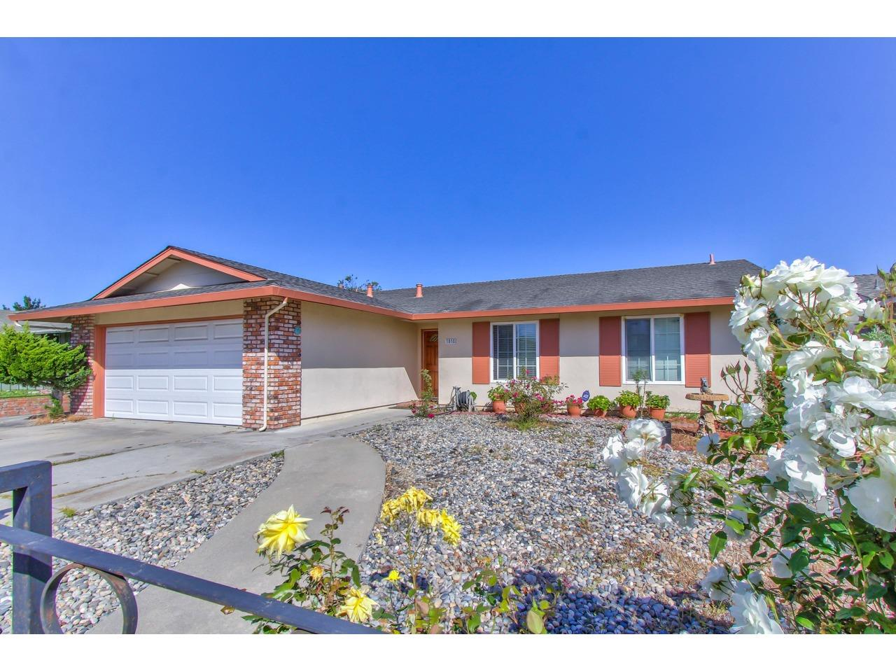 Detail Gallery Image 1 of 1 For 1010 Sherman Dr, Salinas, CA, 93907 - 3 Beds | 2 Baths