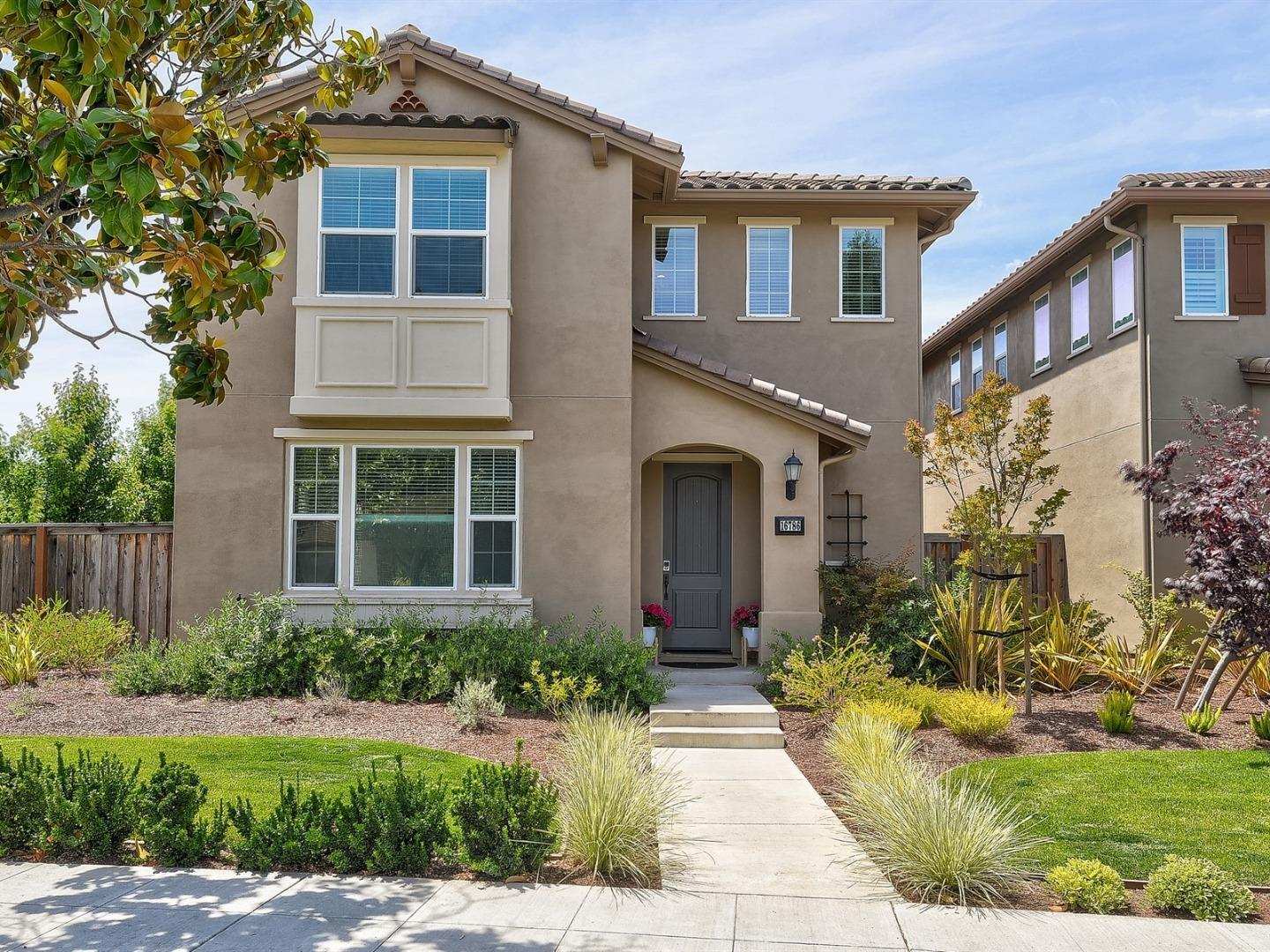 Detail Gallery Image 1 of 1 For 16786 Placer Oaks Rd, Los Gatos, CA 95032 - 4 Beds   3 Baths