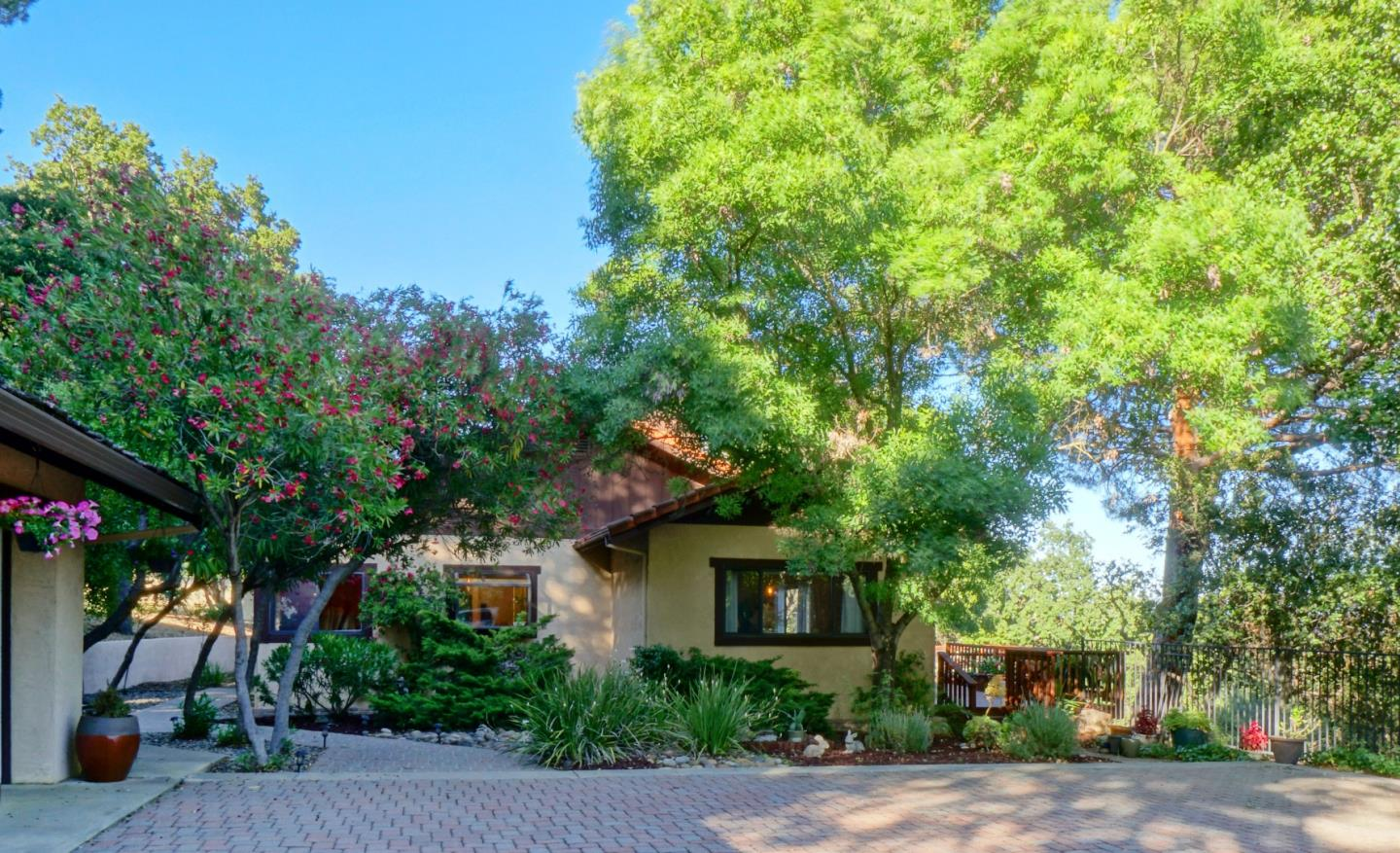 Detail Gallery Image 1 of 39 For 22500 Rolling Hills Rd, Saratoga, CA, 95070 - 4 Beds | 2/1 Baths