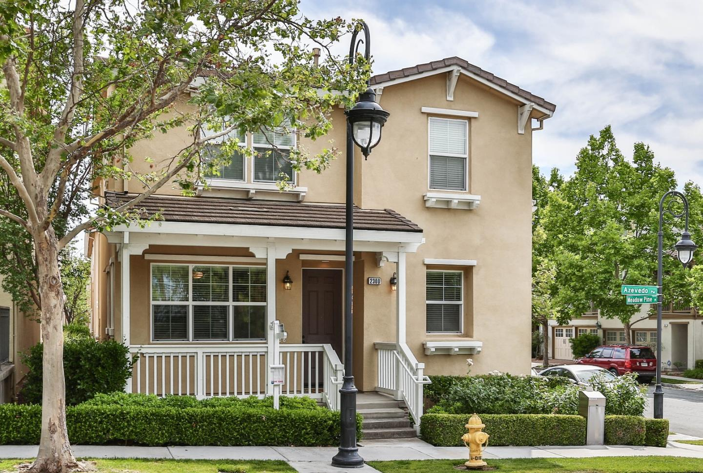 Detail Gallery Image 1 of 1 For 2300 Azevedo Pkwy, San Jose, CA 95125 - 3 Beds | 2/1 Baths