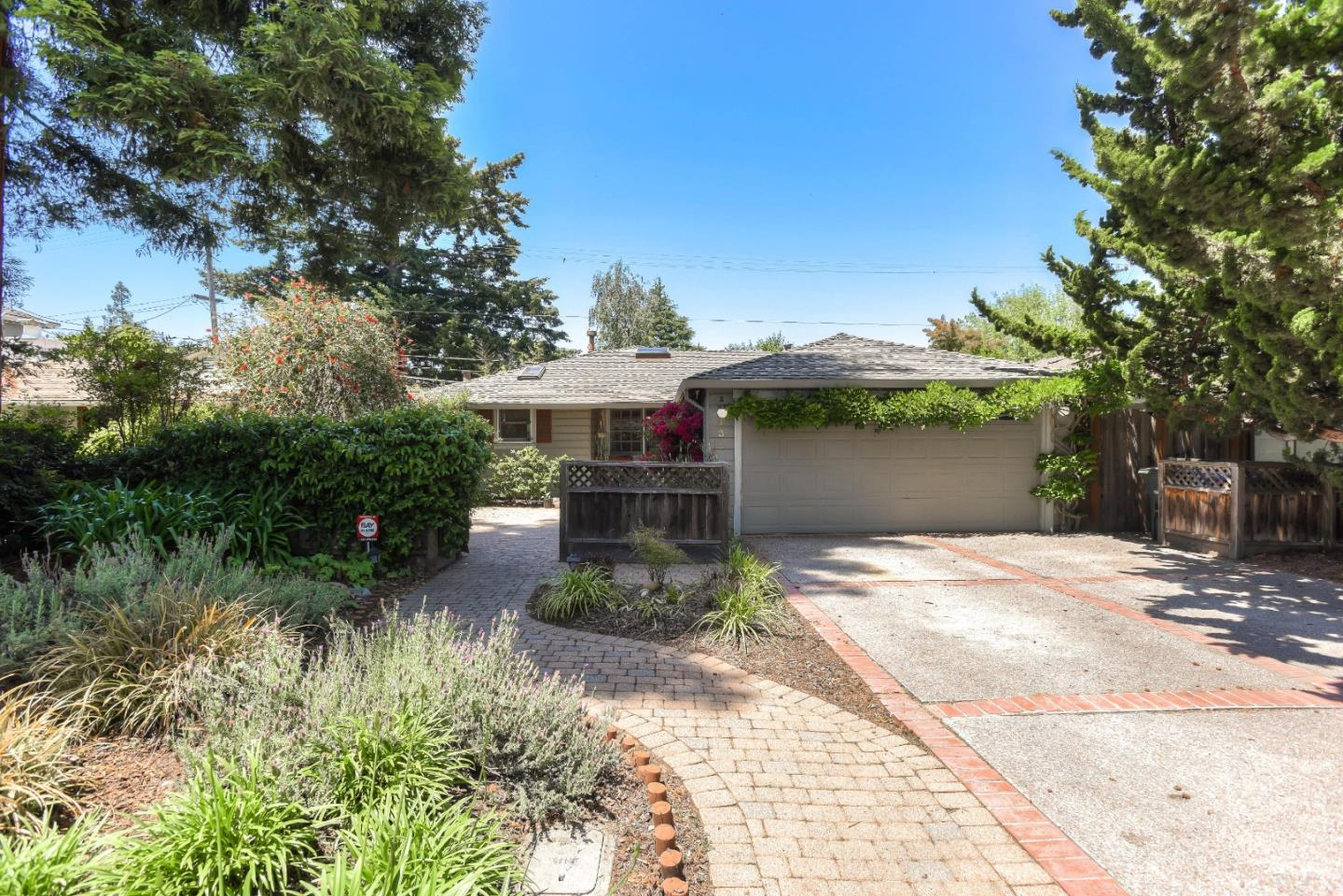 Detail Gallery Image 1 of 1 For 131 Hedge Rd, Menlo Park,  CA 94025 - 3 Beds | 2 Baths