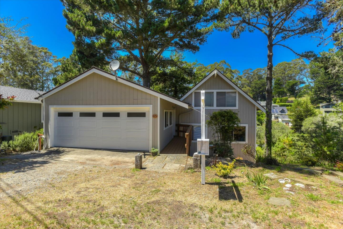 Detail Gallery Image 1 of 1 For 675 Lancaster Blvd, Moss Beach, CA 94038 - 4 Beds | 2 Baths