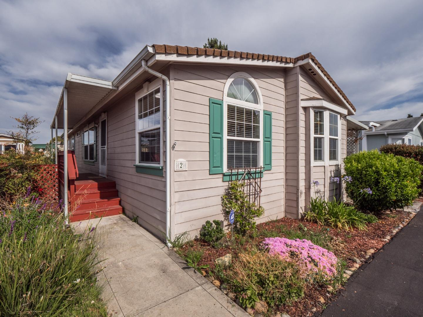 Detail Gallery Image 1 of 1 For 144 Holm Rd #2, Watsonville, CA 95076 - 2 Beds | 2 Baths