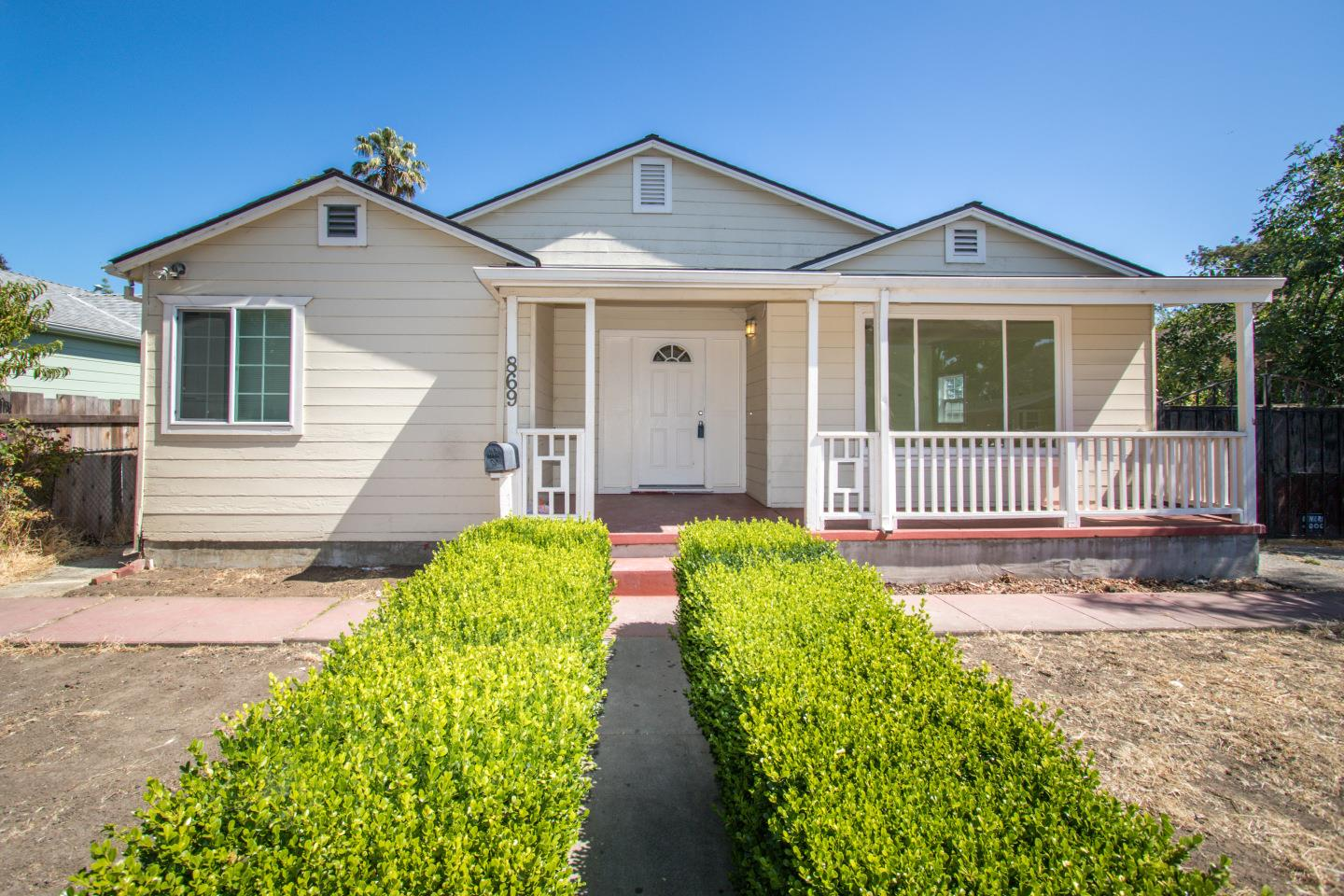 Detail Gallery Image 1 of 1 For 869 Bell St, East Palo Alto, CA 94303 - 2 Beds | 1 Baths
