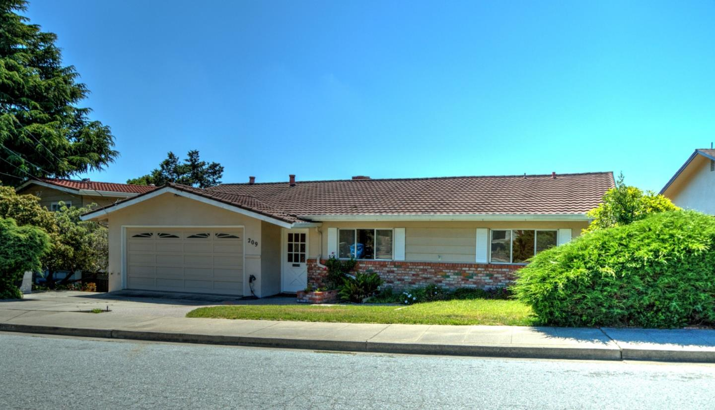 Detail Gallery Image 1 of 10 For 209 Bay View Dr, San Carlos, CA 94070 - 3 Beds | 2 Baths