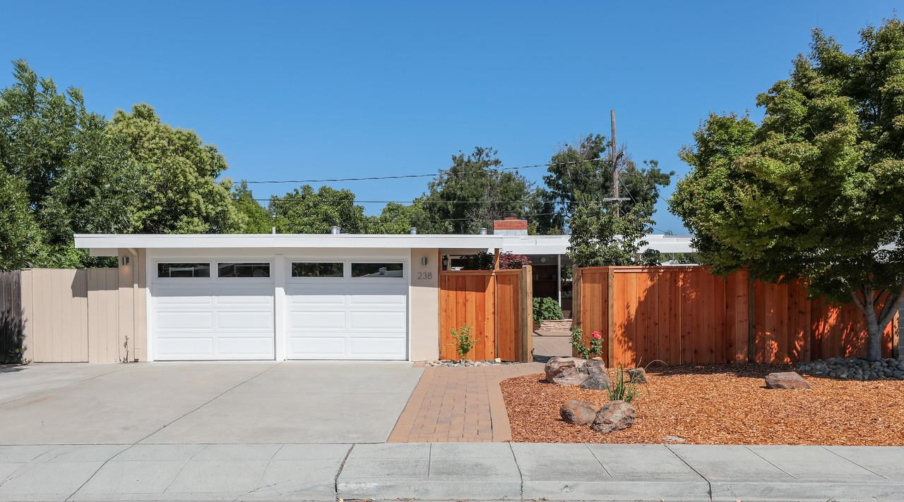 Detail Gallery Image 1 of 1 For 238 Hamilton Ave, Mountain View, CA 94043 - 3 Beds | 2 Baths