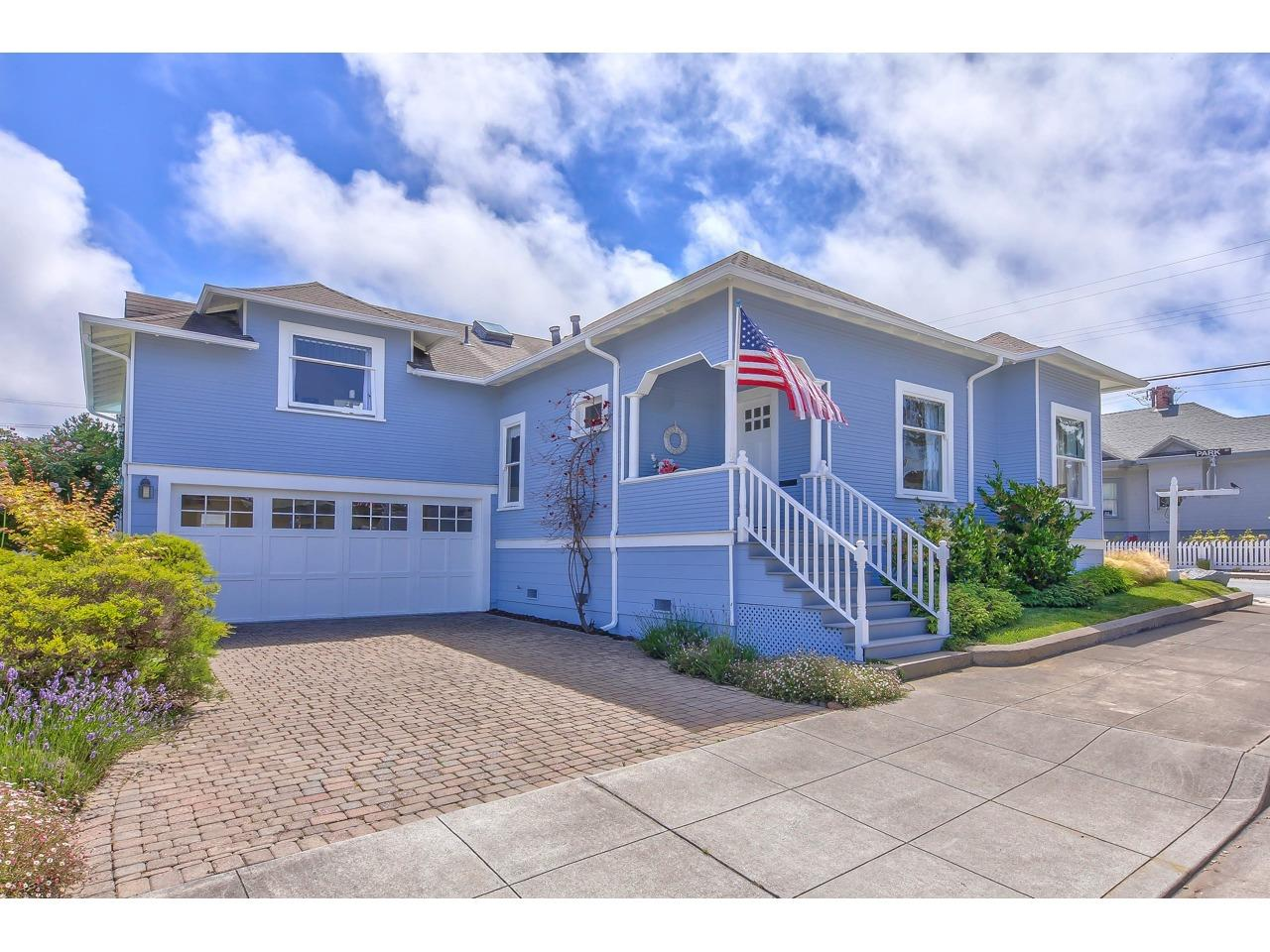 Detail Gallery Image 1 of 1 For 669 Spruce Ave, Pacific Grove, CA 93950 - 3 Beds | 2 Baths