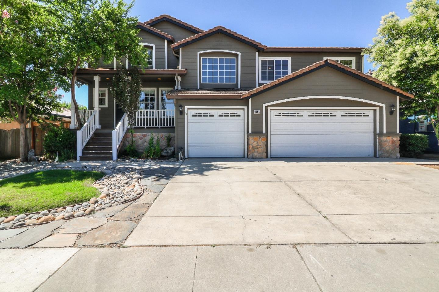 Detail Gallery Image 1 of 1 For 9065 Spencer Ct, Gilroy,  CA 95020 - 5 Beds | 2/1 Baths