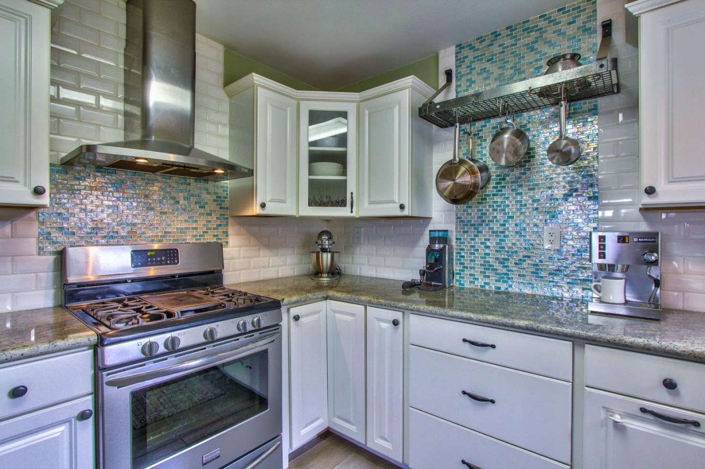 Detail Gallery Image 1 of 1 For 1698 Luxton St, Seaside, CA 93955 - 3 Beds | 1/1 Baths