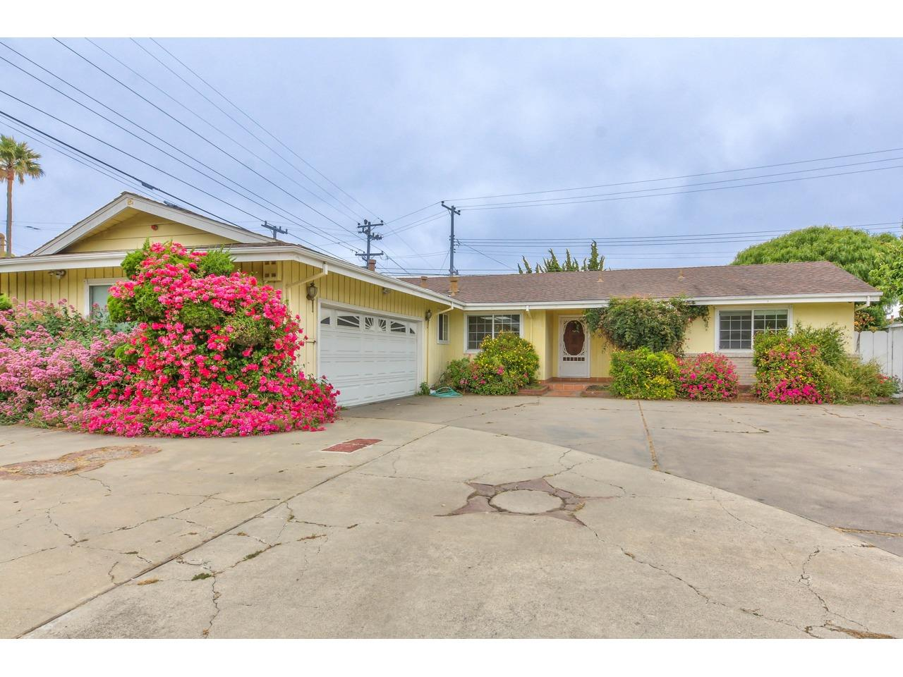 Detail Gallery Image 1 of 34 For 1201 Pajaro St, Salinas, CA 93901 - 4 Beds | 2 Baths