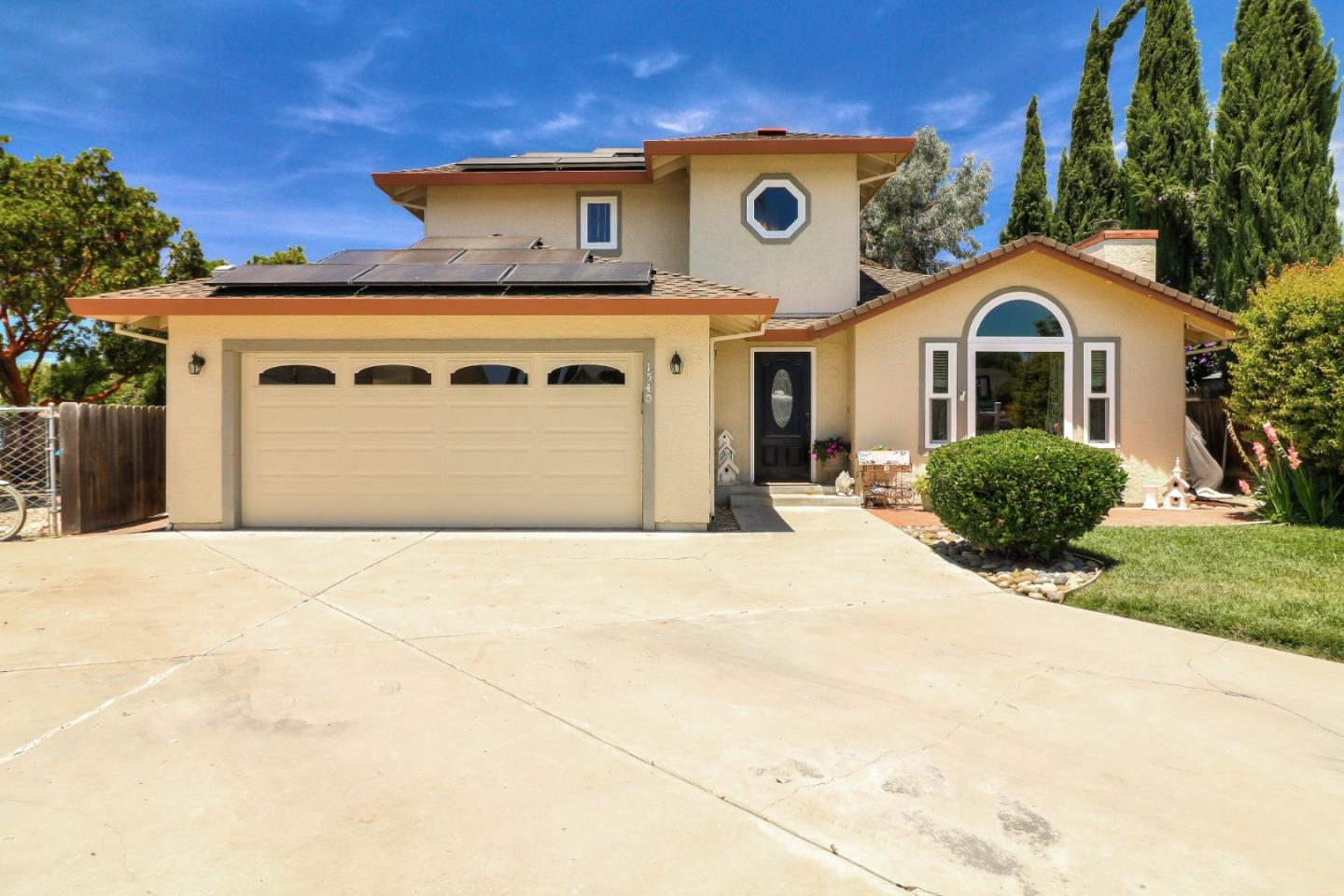 Detail Gallery Image 1 of 34 For 1540 Las Brisas Dr, Hollister, CA 95023 - 4 Beds   2/1 Baths