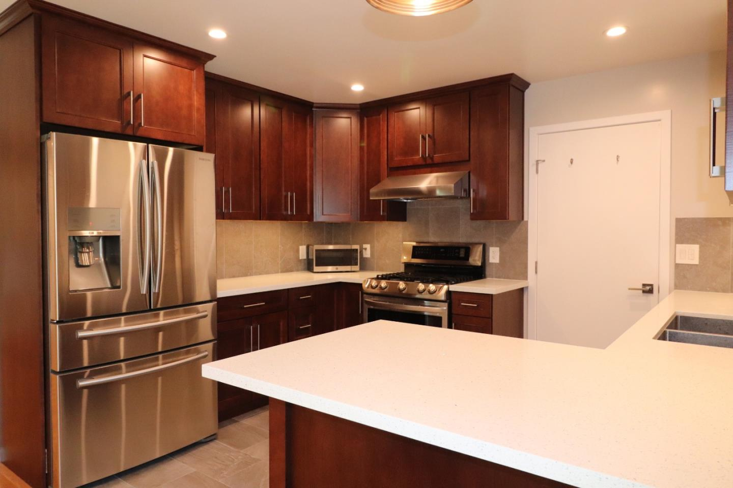 Detail Gallery Image 1 of 16 For 2067 Oakwood Dr, East Palo Alto, CA 94303 - 2 Beds | 2 Baths