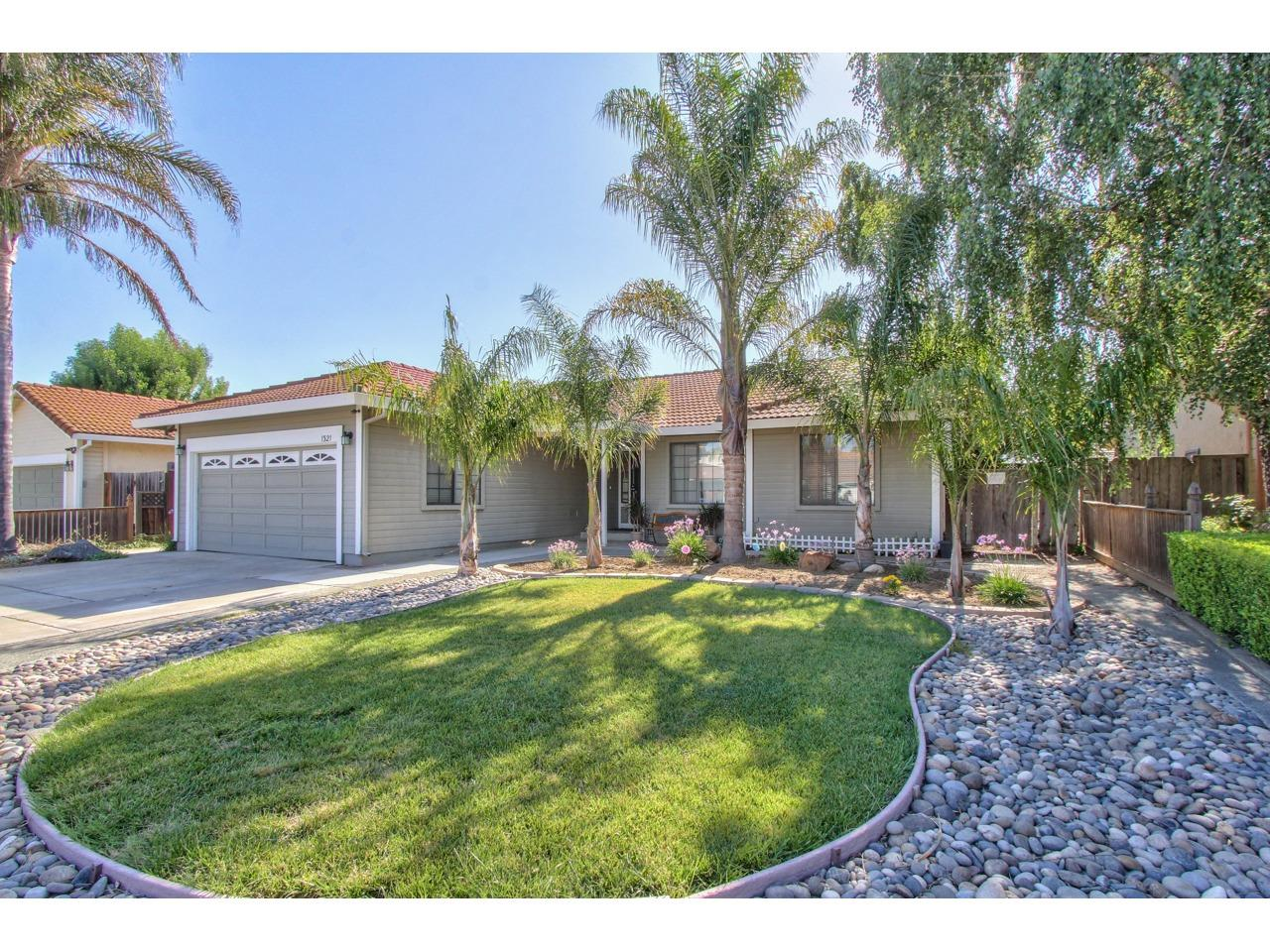 Detail Gallery Image 1 of 21 For 1321 Versailles Dr, Hollister, CA 95023 - 3 Beds | 2 Baths
