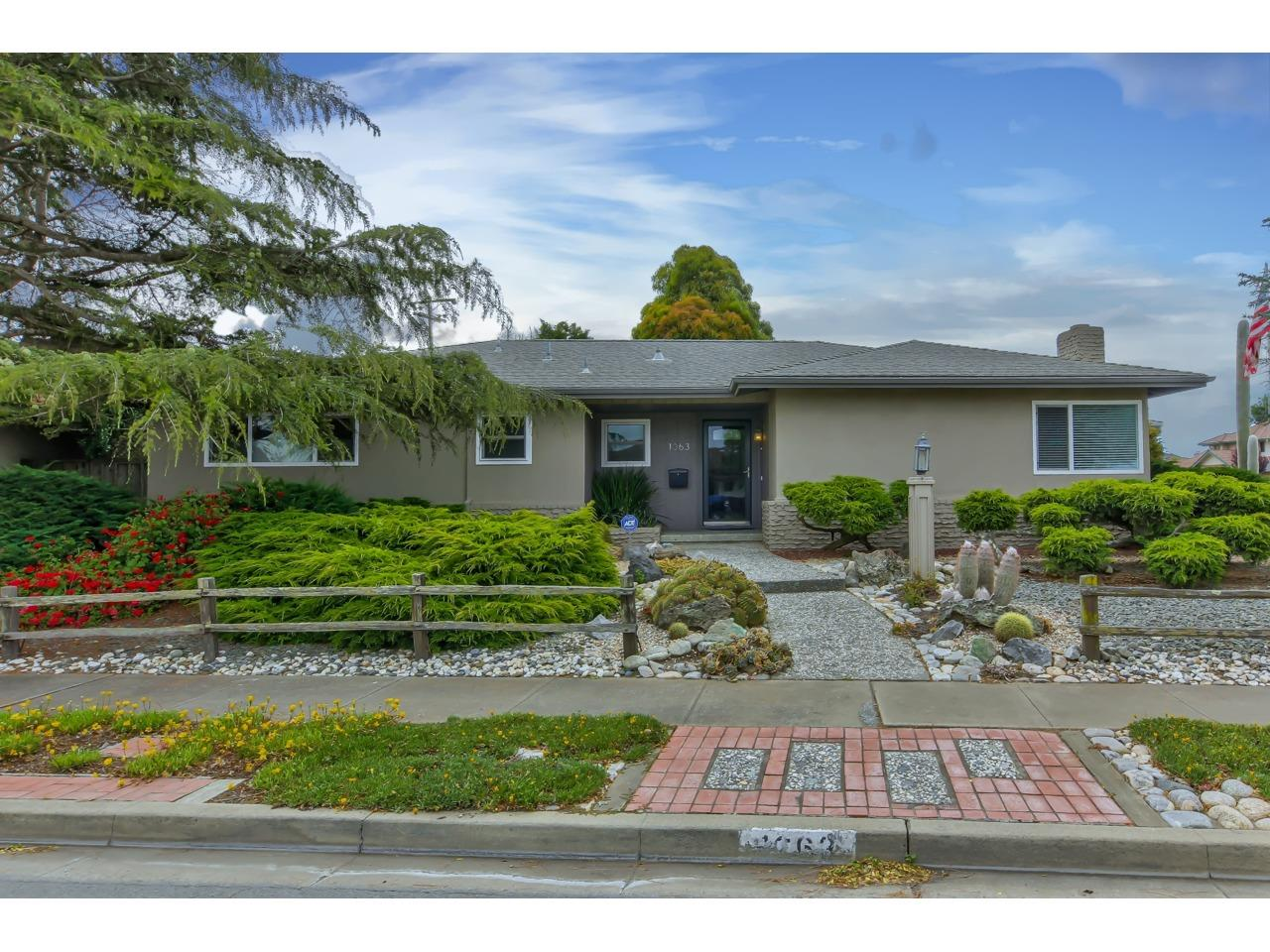 Detail Gallery Image 1 of 1 For 1063 Loyola Dr, Salinas,  CA 93901 - 3 Beds   2 Baths