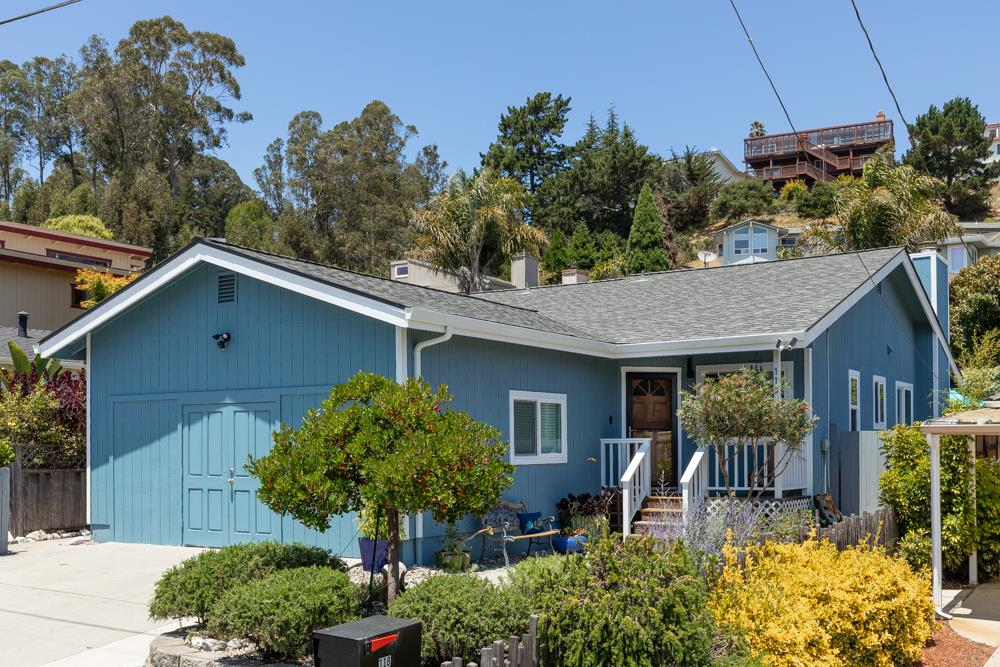 Detail Gallery Image 1 of 1 For 118 Grandview St, Santa Cruz, CA 95060 - 3 Beds | 2 Baths