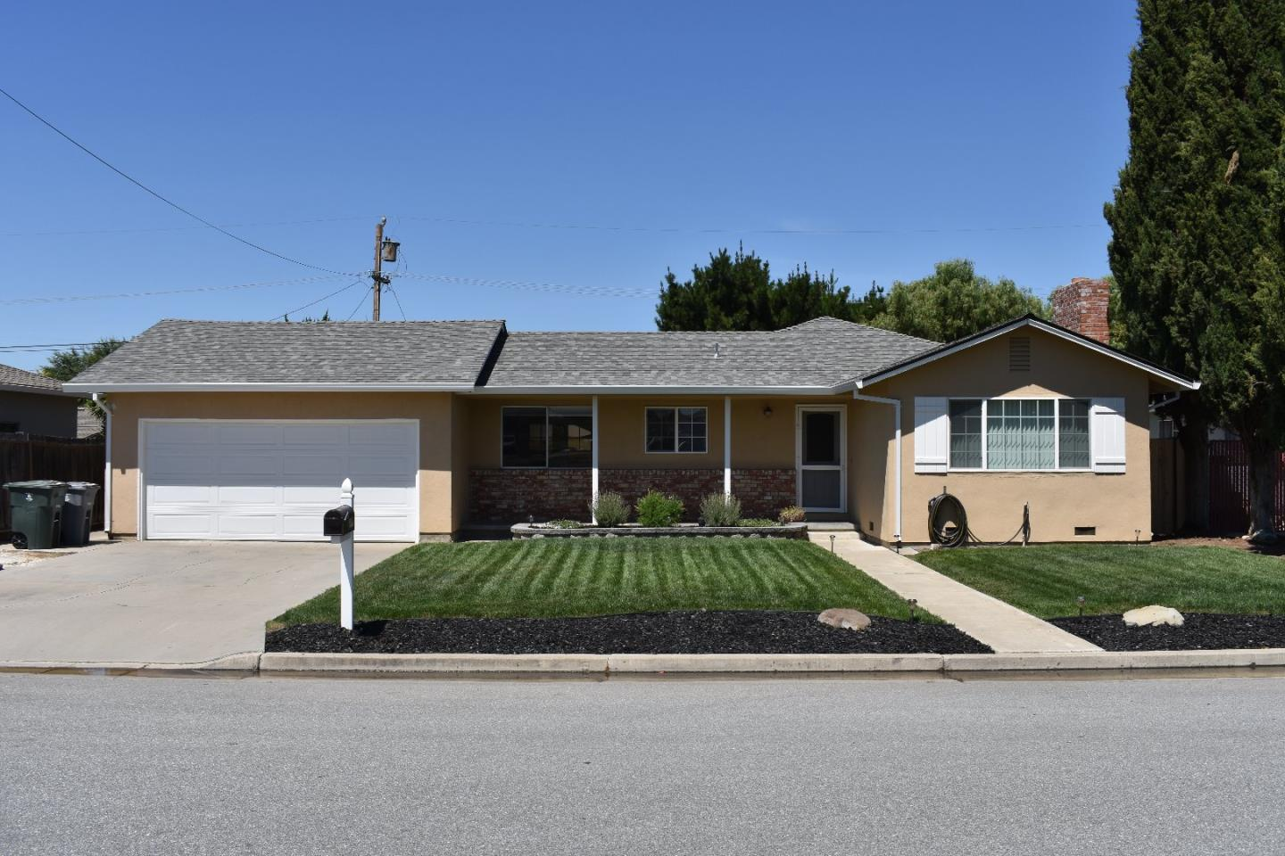 Detail Gallery Image 1 of 1 For 1970 Scenic Cir, Hollister, CA 95023 - 3 Beds | 2 Baths